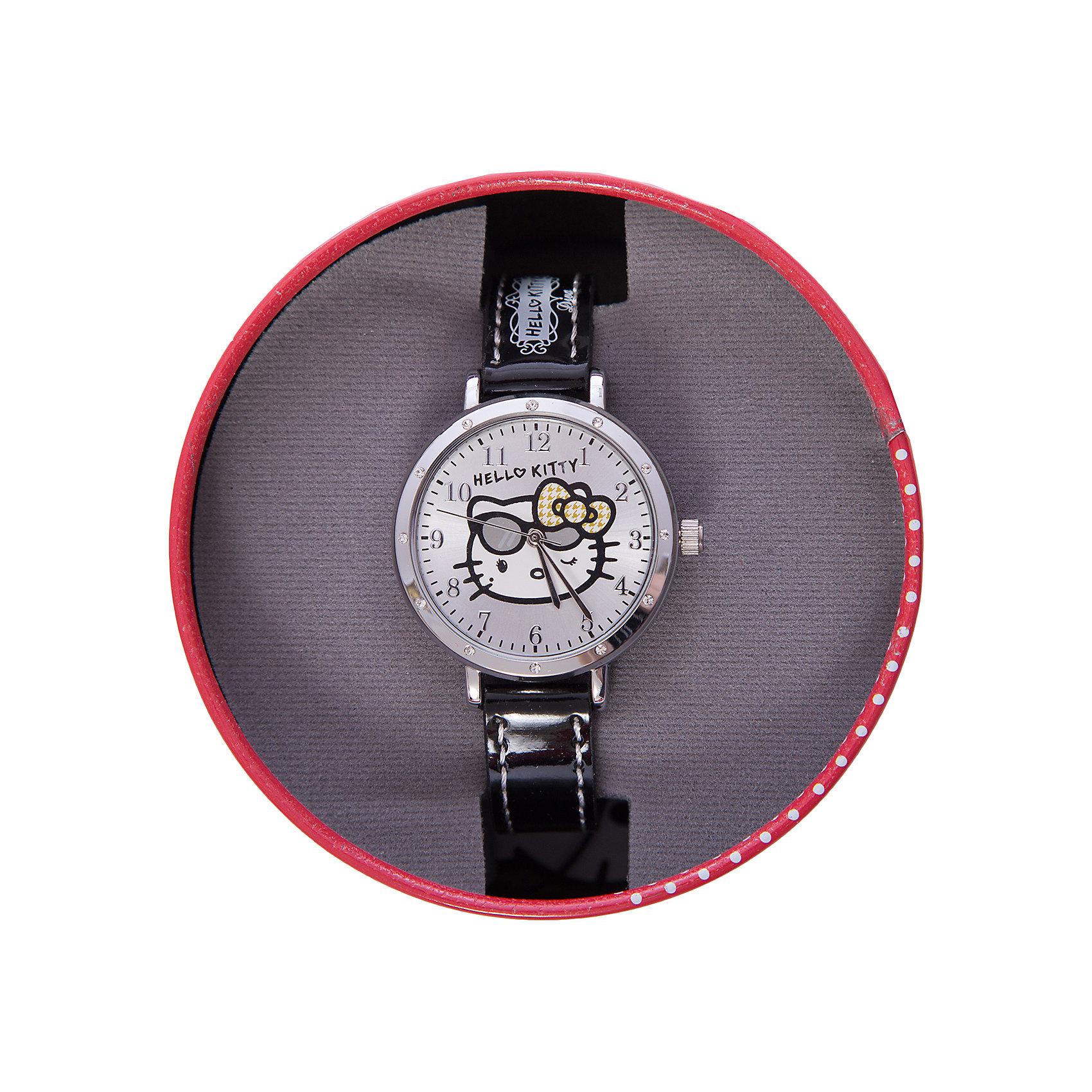Часы наручные аналоговые, Hello KittyЭксклюзивные наручные аналоговые часы торговой марки Hello Kitty выполнены по индивидуальному дизайну ООО «Детское Время» и лицензии компании Sanrio. Обилие деталей - декоративных элементов (страз, мерцающих ремешков), надписей,  уникальных изображений - делают изделие тщательно продуманным творением мастеров. Часы имеют высококачественный японский кварцевый механизм и отличаются надежностью и точностью хода. Часы водоустойчивы и обладают достаточной герметичностью, чтобы спокойно перенести случайный и незначительный контакт с жидкостями (дождь, брызги), но они не предназначены для плавания или погружения в воду. Циферблат защищен от повреждений прочным минеральным стеклом. Корпус часов выполнен из стали,  задняя крышка из нержавеющей стали. Материал браслета: искусственная кожа. Единица товара упаковывается в стильную подарочную коробочку. Неповторимый стиль с изобилием насыщенных и в тоже время нежных гамм; надежность и прочность изделия позволяют говорить о нем только в превосходной степени!<br><br>Ширина мм: 55<br>Глубина мм: 10<br>Высота мм: 250<br>Вес г: 27<br>Возраст от месяцев: 36<br>Возраст до месяцев: 72<br>Пол: Женский<br>Возраст: Детский<br>SKU: 5529331