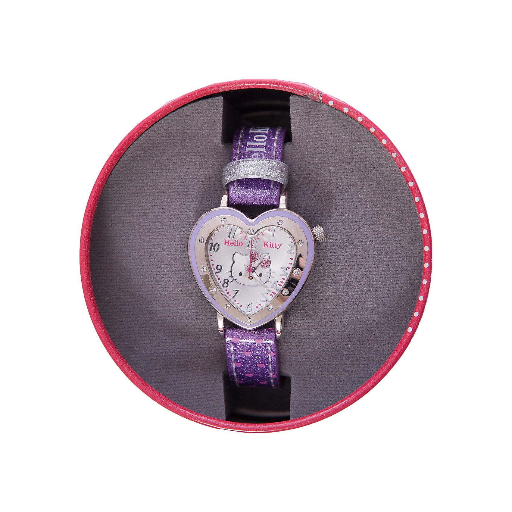 Часы наручные аналоговые, Hello KittyАксессуары<br>Эксклюзивные наручные аналоговые часы торговой марки Hello Kitty выполнены по индивидуальному дизайну ООО «Детское Время» и лицензии компании Sanrio. Обилие деталей - декоративных элементов (страз, мерцающих ремешков), надписей,  уникальных изображений - делают изделие тщательно продуманным творением мастеров. Часы имеют высококачественный японский кварцевый механизм и отличаются надежностью и точностью хода. Часы водоустойчивы и обладают достаточной герметичностью, чтобы спокойно перенести случайный и незначительный контакт с жидкостями (дождь, брызги), но они не предназначены для плавания или погружения в воду. Циферблат защищен от повреждений прочным минеральным стеклом. Корпус часов выполнен из стали,  задняя крышка из нержавеющей стали. Материал браслета: искусственная кожа. Единица товара упаковывается в стильную подарочную коробочку. Неповторимый стиль с изобилием насыщенных и в тоже время нежных гамм; надежность и прочность изделия позволяют говорить о нем только в превосходной степени!<br><br>Ширина мм: 55<br>Глубина мм: 10<br>Высота мм: 250<br>Вес г: 27<br>Возраст от месяцев: 36<br>Возраст до месяцев: 72<br>Пол: Женский<br>Возраст: Детский<br>SKU: 5529332