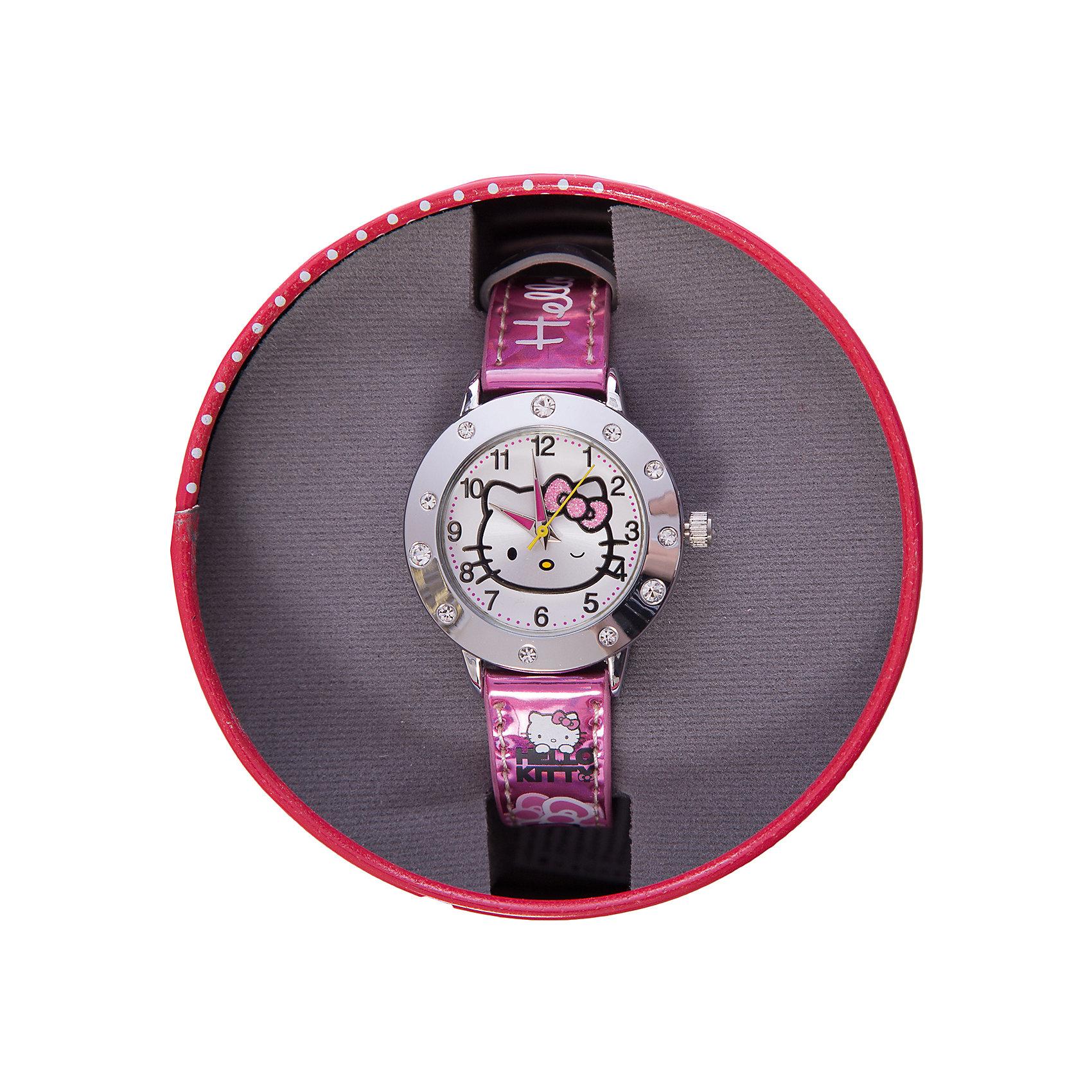 Часы наручные аналоговые, Hello KittyHello Kitty<br>Эксклюзивные наручные аналоговые часы торговой марки Hello Kitty выполнены по индивидуальному дизайну ООО «Детское Время» и лицензии компании Sanrio. Обилие деталей - декоративных элементов (страз, мерцающих ремешков), надписей,  уникальных изображений - делают изделие тщательно продуманным творением мастеров. Часы имеют высококачественный японский кварцевый механизм и отличаются надежностью и точностью хода. Часы водоустойчивы и обладают достаточной герметичностью, чтобы спокойно перенести случайный и незначительный контакт с жидкостями (дождь, брызги), но они не предназначены для плавания или погружения в воду. Циферблат защищен от повреждений прочным минеральным стеклом. Корпус часов выполнен из стали,  задняя крышка из нержавеющей стали. Материал браслета: искусственная кожа. Единица товара упаковывается в стильную подарочную коробочку. Неповторимый стиль с изобилием насыщенных и в тоже время нежных гамм; надежность и прочность изделия позволяют говорить о нем только в превосходной степени!<br><br>Ширина мм: 55<br>Глубина мм: 10<br>Высота мм: 250<br>Вес г: 29<br>Возраст от месяцев: 36<br>Возраст до месяцев: 72<br>Пол: Женский<br>Возраст: Детский<br>SKU: 5529336