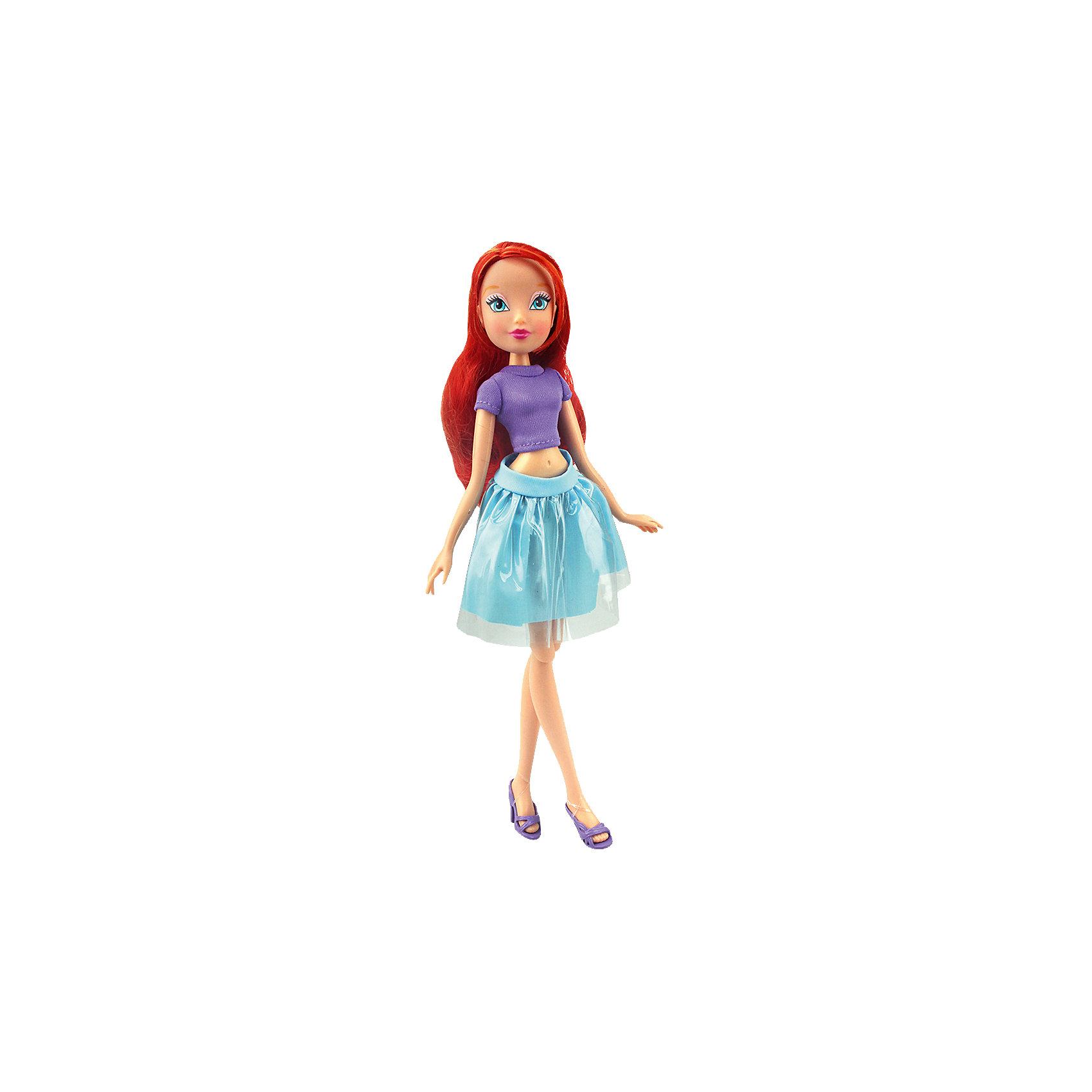 Кукла Блум Городская магия-2, Winx ClubКуклы-модели<br>Характеристики товара:<br><br>• возраст: от 3 лет;<br>• материал: пластик, текстиль;<br>• в комплекте: кукла, наряд, крылья;<br>• высота куклы: 27 см;<br>• размер упаковки: 25х15х10 см;<br>• вес упаковки: 220 гр.;<br>• страна производитель: Китай.<br><br>Кукла Блум «Городская магия-2» Winx Club создана по мотивам известного мультсериала «Клуб Винкс: Школа волшебниц» про очаровательных фей-волшебниц. Блум — главная героиня мультфильма, основательница Клуба Винкс. Блум любит смотреть комедии, читать книги о магии и общаться с друзьями.<br><br>У феи голубые выразительные глаза и мягкие огненно-рыжие волосы, которые можно расчесывать, заплетать и украшать. Одета Блум в фиолетовый топ и голубую пышную юбку. У куклы несколько точек артикуляции. Руки сгибаются в локтях и плечах, ноги в бедрах и коленях. В комплекте крылышки для девочки на резинке, которые позволяет ей придумать себе волшебный образ на праздник или день рождение. <br><br>Куклу Блум «Городская магия-2» Winx Club можно приобрести в нашем интернет-магазине.<br><br>Ширина мм: 150<br>Глубина мм: 250<br>Высота мм: 100<br>Вес г: 25<br>Возраст от месяцев: 36<br>Возраст до месяцев: 2147483647<br>Пол: Женский<br>Возраст: Детский<br>SKU: 5532629