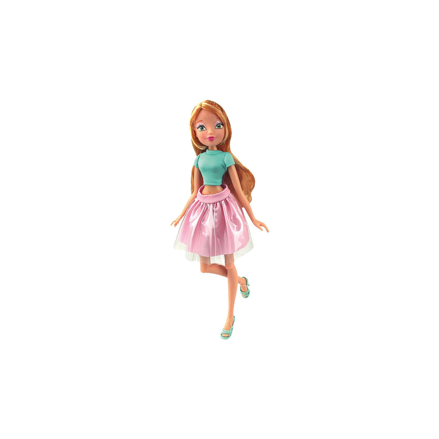 Кукла Флора Городская магия-2, Winx ClubКуклы-модели<br>Характеристики товара:<br><br>• возраст: от 3 лет;<br>• материал: пластик, текстиль;<br>• в комплекте: кукла, наряд, крылья;<br>• высота куклы: 27 см;<br>• размер упаковки: 25х15х10 см;<br>• вес упаковки: 220 гр.;<br>• страна производитель: Китай.<br><br>Кукла Флора «Городская магия-2» Winx Club создана по мотивам известного мультсериала «Клуб Винкс: Школа волшебниц» про очаровательных фей-волшебниц. Флора любит выращивать растения и цветы и варить зелье для них. Вся ее комната усыпана разнообразными цветочками. Она общительна и с удовольствием приглашает в гости свою подружку Лейлу.<br><br>У феи зеленые выразительные глаза и мягкие светлые волосы, которые можно расчесывать, заплетать и украшать. Одета Флора в голубой топ и розовую пышную юбку. У куклы несколько точек артикуляции. Руки сгибаются в локтях и плечах, ноги в бедрах и коленях. В комплекте крылышки для девочки на резинке, которые позволяет ей придумать себе волшебный образ на праздник или день рождение. <br><br>Куклу Флору «Городская магия-2» Winx Club можно приобрести в нашем интернет-магазине.<br><br>Ширина мм: 150<br>Глубина мм: 250<br>Высота мм: 100<br>Вес г: 25<br>Возраст от месяцев: 36<br>Возраст до месяцев: 2147483647<br>Пол: Женский<br>Возраст: Детский<br>SKU: 5532630