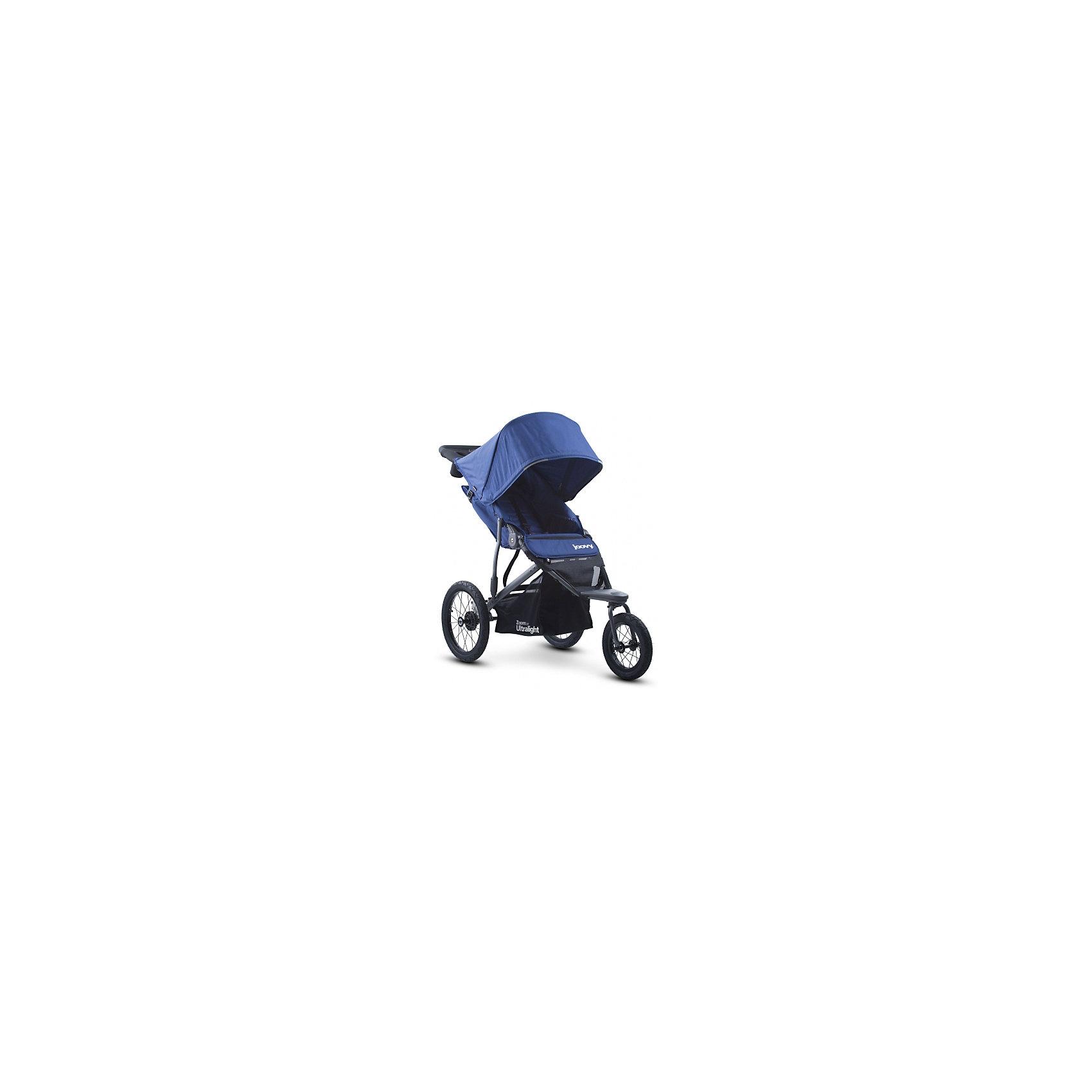 Прогулочная коляска Joovy Zoom 360 Ultralight, синийПрогулочные коляски<br>Характеристики товара:<br><br>• возраст от 3 месяцев;<br>• плавно регулируемая ременным механизмом спинка до положения в 160 градусов;<br>• большой капюшон для защиты от непогоды и солнечных лучей;<br>• смотровое окошко на капюшоне;<br>• практичный столик-органайзер с подстаканником и отделением на молнии для ключей или телефона;<br>• сетчатый кармашек с внутренней стороны сидения;<br>• 5-ти точечные ремни безопасности;<br>• светоотражающие элементы для видимости в темное время суток;<br>• материал: полиэстер с водоотталкивающей пропиткой и защитой от УФ-лучей.<br><br>Прогулочная коляска Joovy Zoom 360 Ultralight синяя — отличный вариант для родителей, ведущих активный образ жизни. С ней можно отправиться не только на прогулку в парк, но и на природу, в путешествие, в поход и даже заниматься бегом. Коляска отличается проходимостью и хорошей маневренностью. Просторное сидение обеспечит малышу комфортную прогулку. Капюшон надежно защитит от дождя и палящего солнца. Для родителей предусмотрен удобный аксессуар на ручке — столик с 2 подстаканниками и небольшим отсеком на молнии для мелочей. Ручка родителей обтянута противоскользящим материалом. Хорошая проходимость достигается благодаря большим задним надувным колесам.<br><br>Шасси коляски:<br><br>• прочная рама из авиационного алюминия;<br>• тип складывания: книжка;<br>• диаметр переднего колеса 30 см, задних колес 40 см;<br>• тип колес: надувные;<br>• переднее поворотное колесо с возможностью блокировки;<br>• ширина колесной базы 63,5 см;<br>• стояночный тормоз;<br>• пружинные амортизаторы;<br>• вместительная корзина для покупок.<br><br>Размер коляски в разложенном виде 137х117х63,5 см<br>Размер коляски в сложенном виде 86х63,5х48 см<br>Вес коляски 11,5 кг<br>Размер упаковки 86х63,5х48 см<br>Вес упаковки 11,5 кг<br><br>Комплектация:<br><br>• прогулочный блок;<br>• органайзер;<br>• насос;<br>• инструкция.<br><br>Прогулочную коляску Joovy Zoom 36