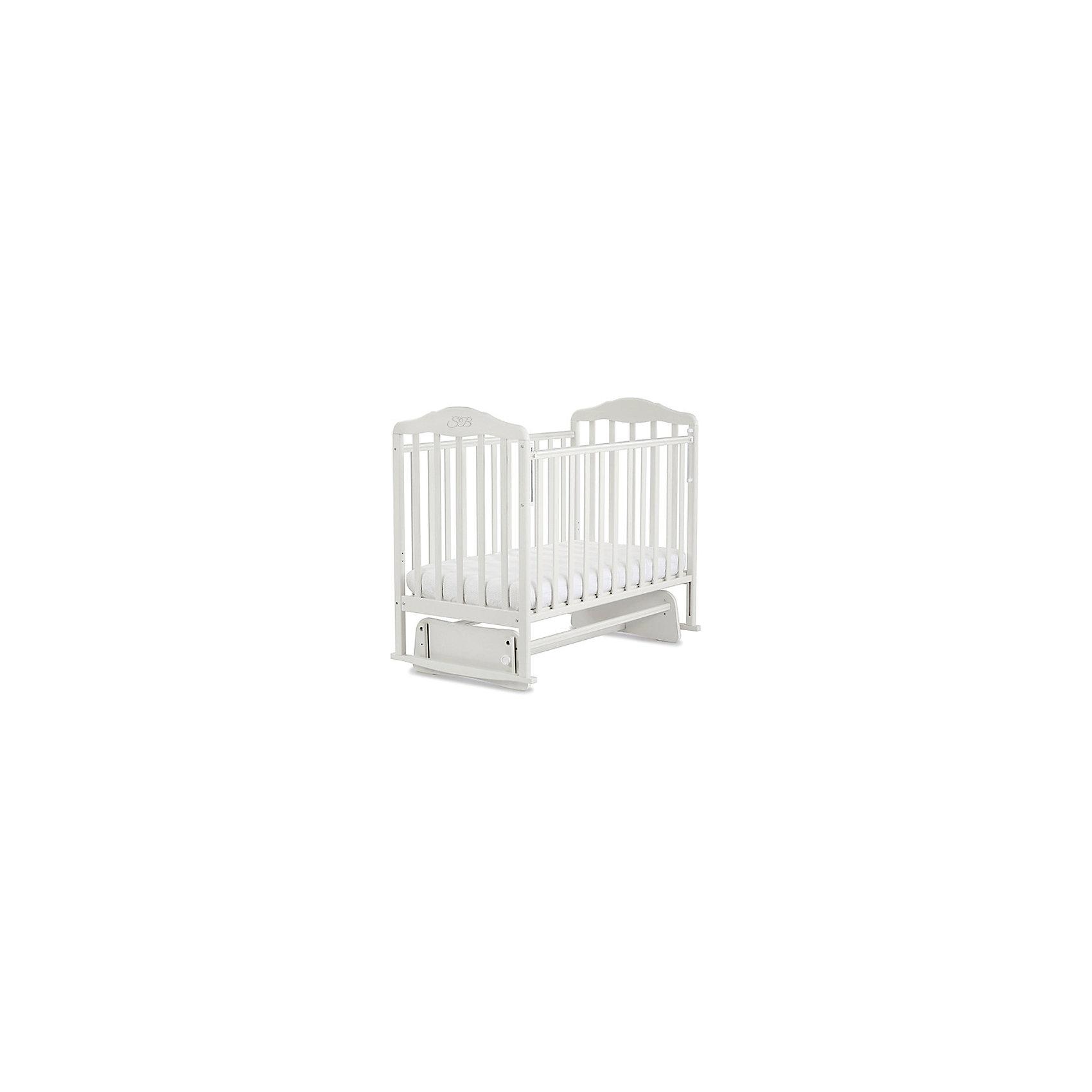 Кроватка Luigi Bianco, Sweet Baby, белыйКроватки<br>Характеристики товара:<br><br>• цвет: белый<br>• с поперечным маятником<br>• фиксатор покоя<br>• материал: массив дерева/ЛДСП<br>• полозья для качания<br>• размер спального места: 120х60 см<br>• 2 уровня ложа<br>• силиконовые накладки на бортиках<br>• размер кроватки (ШхДхВ): 72х125х115см.<br><br>Итальянский бренд Sweet Baby позаботился о комфортном сне вашего малыша благодаря плавному механизму качания поперечного маятника . <br>Кроватка оснащена специальными фиксаторами, которые приводят маятник в состояние покоя.<br><br>Два уровня ложа позволяют менять глубину кроватки по мере роста малыша, опускаемая планка поможет без труда дотянуться до малыша в кроватке.Расстояние между рейками не дает возможность ребенку застрять между ними во время сна.<br><br>На бортиках кроватки есть специальные силиконовые накладки, их основной функцией является защита вашего ребенка во время прорезания зубов.<br><br>Кроватки для новорожденных SweetBaby обрабатываются нетоксичными лаками и красками, абсолютно безвредными для ребенка.<br><br>Кроватку Luigi Bianco, Sweet Baby можно купить в нашем интернет-магазине.<br><br>Ширина мм: 710<br>Глубина мм: 150<br>Высота мм: 1240<br>Вес г: 20000<br>Возраст от месяцев: 0<br>Возраст до месяцев: 36<br>Пол: Унисекс<br>Возраст: Детский<br>SKU: 5583578