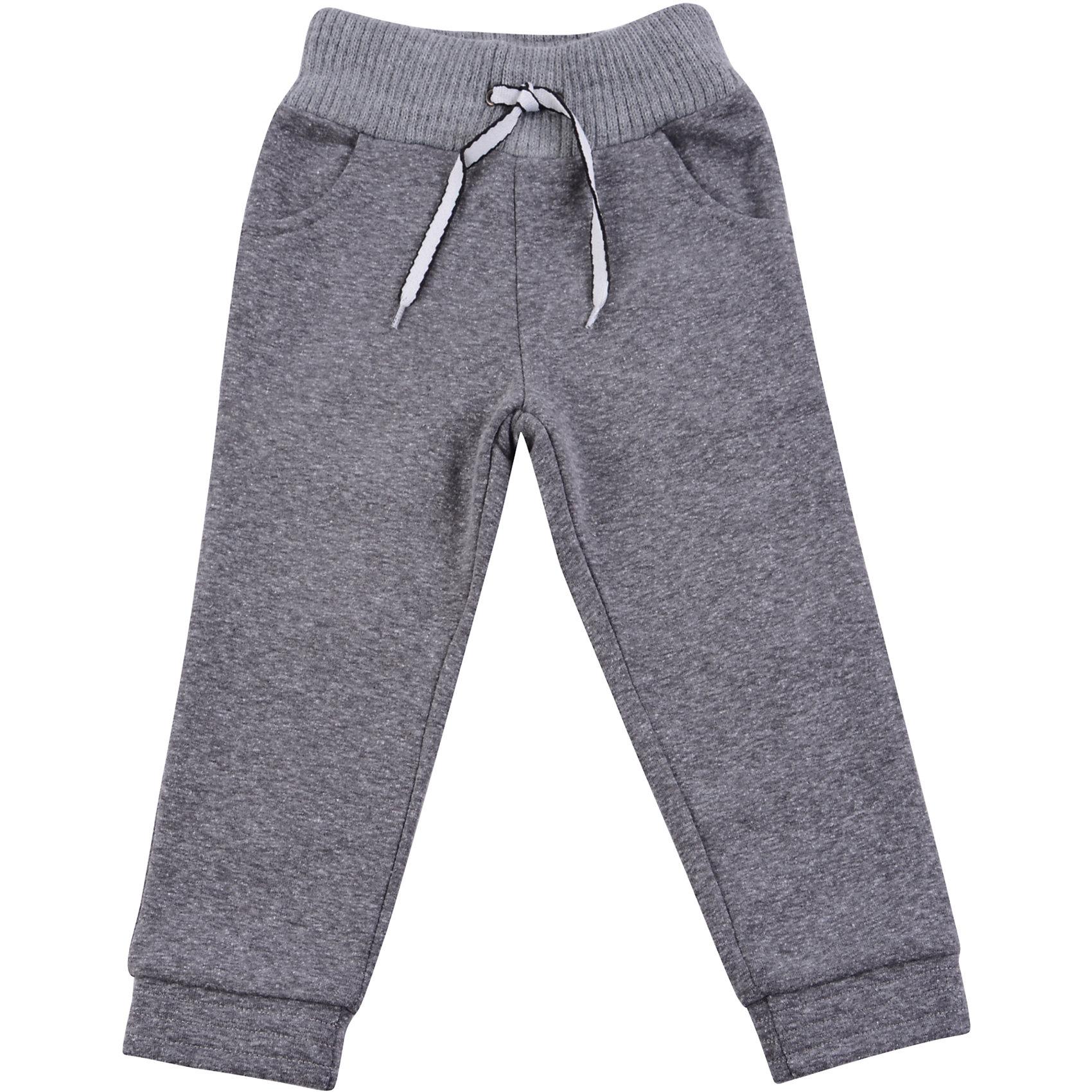 Спортивные штаны для мальчика WojcikБрюки<br>Характеристики товара:<br><br>• цвет: серый<br>• состав ткани: 97% хлопок, 3% эластан <br>• сезон: демисезон<br>• особенности модели: спортивный стиль<br>• пояс: резинка, шнурок<br>• страна бренда: Польша<br>• страна изготовитель: Польша<br><br>Спортивные штаны для мальчика Wojcik комфортно сидят по фигуре. Эти детские штаны дополнены манжетами. Спортивные штаны для детей - дышащие и комфортные. Одежда для детей из Польши от бренда Wojcik отличается хорошим качеством и стилем. <br><br>Спортивные штаны для мальчика Wojcik (Войчик) можно купить в нашем интернет-магазине.<br><br>Ширина мм: 215<br>Глубина мм: 88<br>Высота мм: 191<br>Вес г: 336<br>Цвет: серый<br>Возраст от месяцев: 24<br>Возраст до месяцев: 36<br>Пол: Мужской<br>Возраст: Детский<br>Размер: 98,92,134,128,122,116,110,104<br>SKU: 5592137