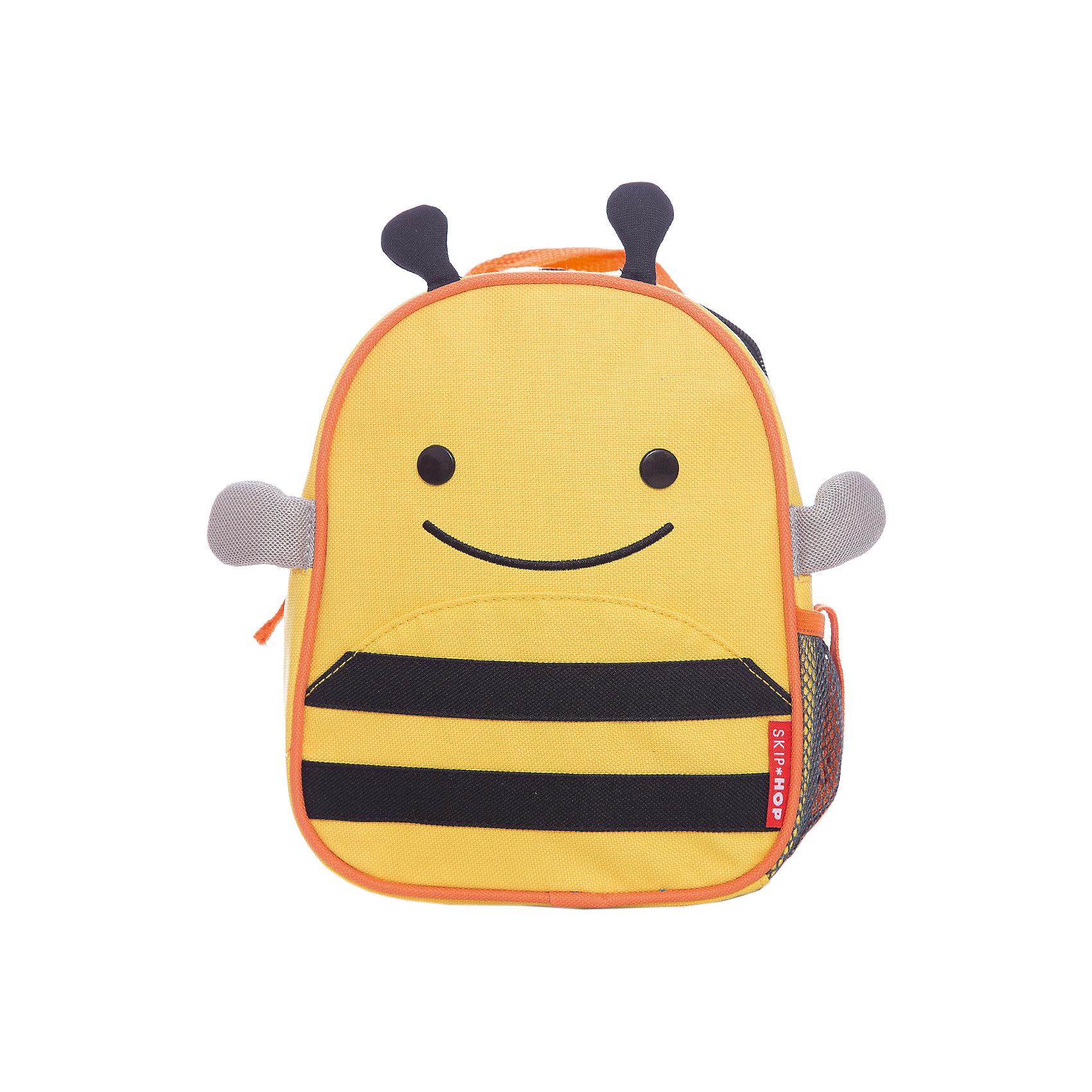 Рюкзак детский с поводком Пчела, Skip HopДетские рюкзаки<br>Возраст: от 11 месяцев<br>Размер: 23 см x 19 см x 8.5 см<br>Легко одевается на ребенка<br>Ремешок безопасности регулируется до необходимой длины<br>Позволяет малышу свободно исследовать мир, находясь под контролем родителей<br>Можно стирать в машинке<br>Бирочка для имени<br><br>Ширина мм: 230<br>Глубина мм: 60<br>Высота мм: 370<br>Вес г: 335<br>Возраст от месяцев: 24<br>Возраст до месяцев: 72<br>Пол: Унисекс<br>Возраст: Детский<br>SKU: 5608235