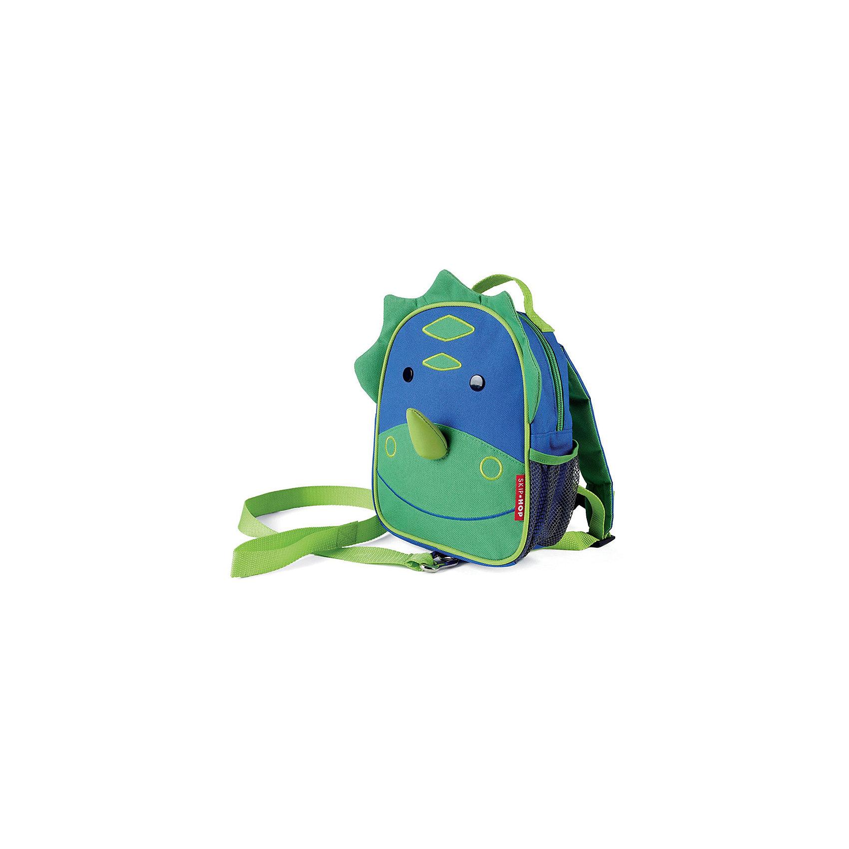 Рюкзак детский с поводком Динозавр, Skip HopДетские рюкзаки<br>Характеристики товара:<br><br>• возраст от 11 месяцев;<br>• материал: полиэстер;<br>• легко одевается на ребенка<br>• ремешок безопасности регулируется до необходимой длины<br>• позволяет малышу свободно исследовать мир, находясь под контролем родителей<br>• можно стирать в машинке<br>• бирочка для имени<br>• размер рюкзака 23х19х8,5 см;<br>• страна производитель: Китай.<br><br>Рюкзак детский с поводком «Пчела» Skip Hop выполнен в виде зеленого динозаврика с носом и глазками. Теперь все необходимые вещи всегда будут под рукой у малыша. Он может брать рюкзачок с собой на прогулку, в гости, в детский садик. Во внутреннем отделении поместятся любимые игрушки, карандаши, раскраски, блокноты. Сбоку сетчатый кармашек для бутылочки с напитками или контейнера для еды.<br><br>Мягкие лямки обеспечивают комфортное ношение. Предусмотрена небольшая ручка для переноски в руках или подвешивания. Специальный ремешок-поводок разработан для родителей, которые будут контролировать движения малыша, который еще только познает окружающий мир. Рюкзак изготовлен из плотных износостойких материалов.<br><br>Рюкзак детский с поводком «Пчела» Skip Hop можно приобрести в нашем интернет-магазине.<br><br>Ширина мм: 230<br>Глубина мм: 60<br>Высота мм: 370<br>Вес г: 300<br>Возраст от месяцев: 24<br>Возраст до месяцев: 72<br>Пол: Унисекс<br>Возраст: Детский<br>SKU: 5608236