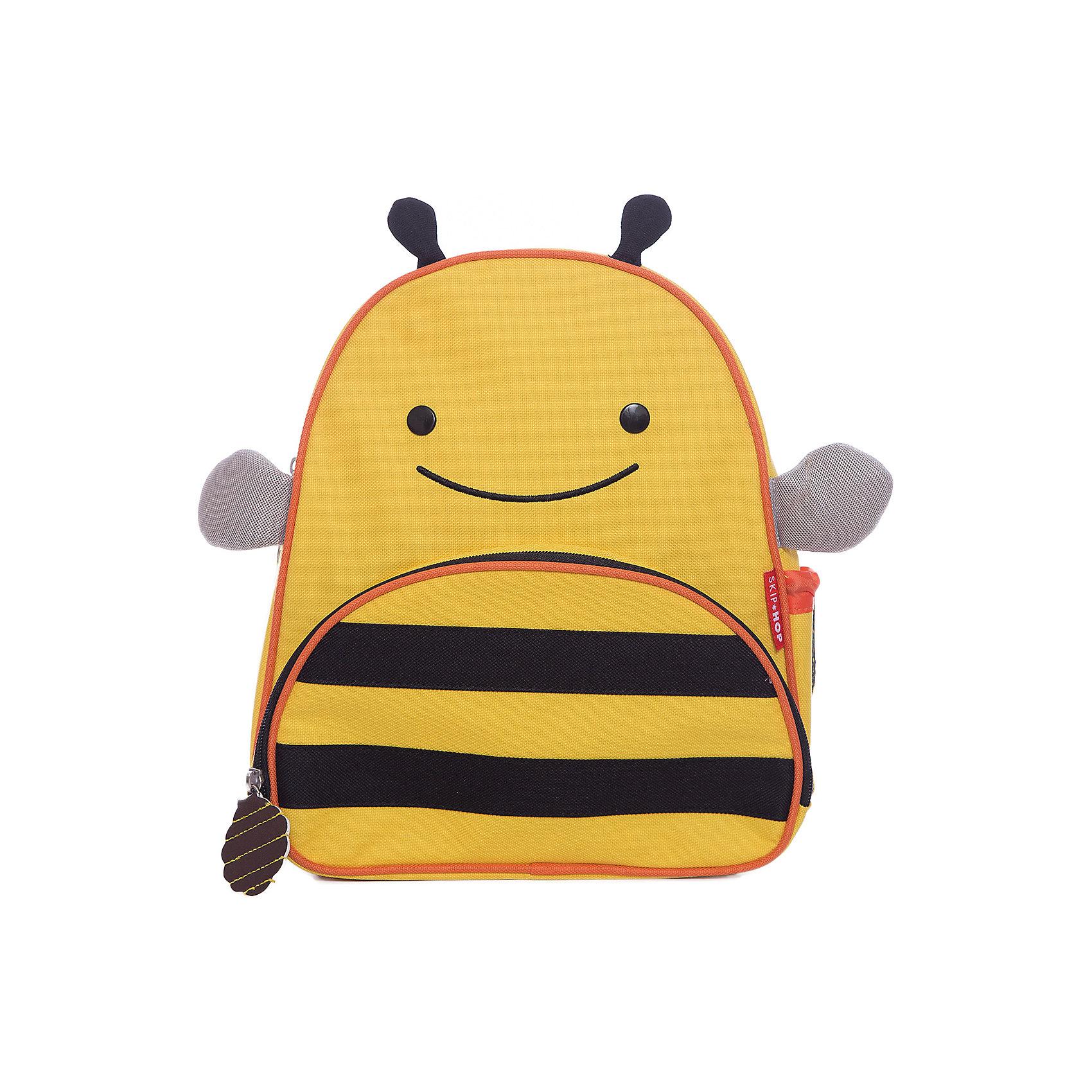 Рюкзак детский Пчела, Skip HopДетские рюкзаки<br>Характеристики товара:<br><br>• возраст от 3 лет;<br>• материал: полиэстер;<br>• размер рюкзака 25х29х11 см;<br>• вес рюкзака 270 гр.;<br>• страна производитель: Китай.<br><br>Рюкзак детский «Пчела» Skip Hop выполнен в виде желтой полосатой пчелки с глазками и крылышками. На молниях висят брелки в виде пчелинового улея. Ребенок сможет брать с собой все необходимое на прогулку, в детский садик, в гости, на дачу. В основном отделении поместятся тетради, альбомы, блокноты, карандаши, фломастеры. Спереди кармашек для дополнительных мелочей, а сбоку для бутылочки с напитком или бокса для еды. <br><br>Мягкие регулируемые лямки обеспечивают комфортное ношение. Предусмотрена небольшая ручка для переноски в руках или подвешивания. Рюкзак выполнен из прочной качественной ткани. Его можно стирать в стиральной машине.<br><br>Рюкзак детский «Пчела» Skip Hop можно приобрести в нашем интернет-магазине.<br><br>Ширина мм: 290<br>Глубина мм: 50<br>Высота мм: 320<br>Вес г: 350<br>Возраст от месяцев: 24<br>Возраст до месяцев: 72<br>Пол: Унисекс<br>Возраст: Детский<br>SKU: 5608247