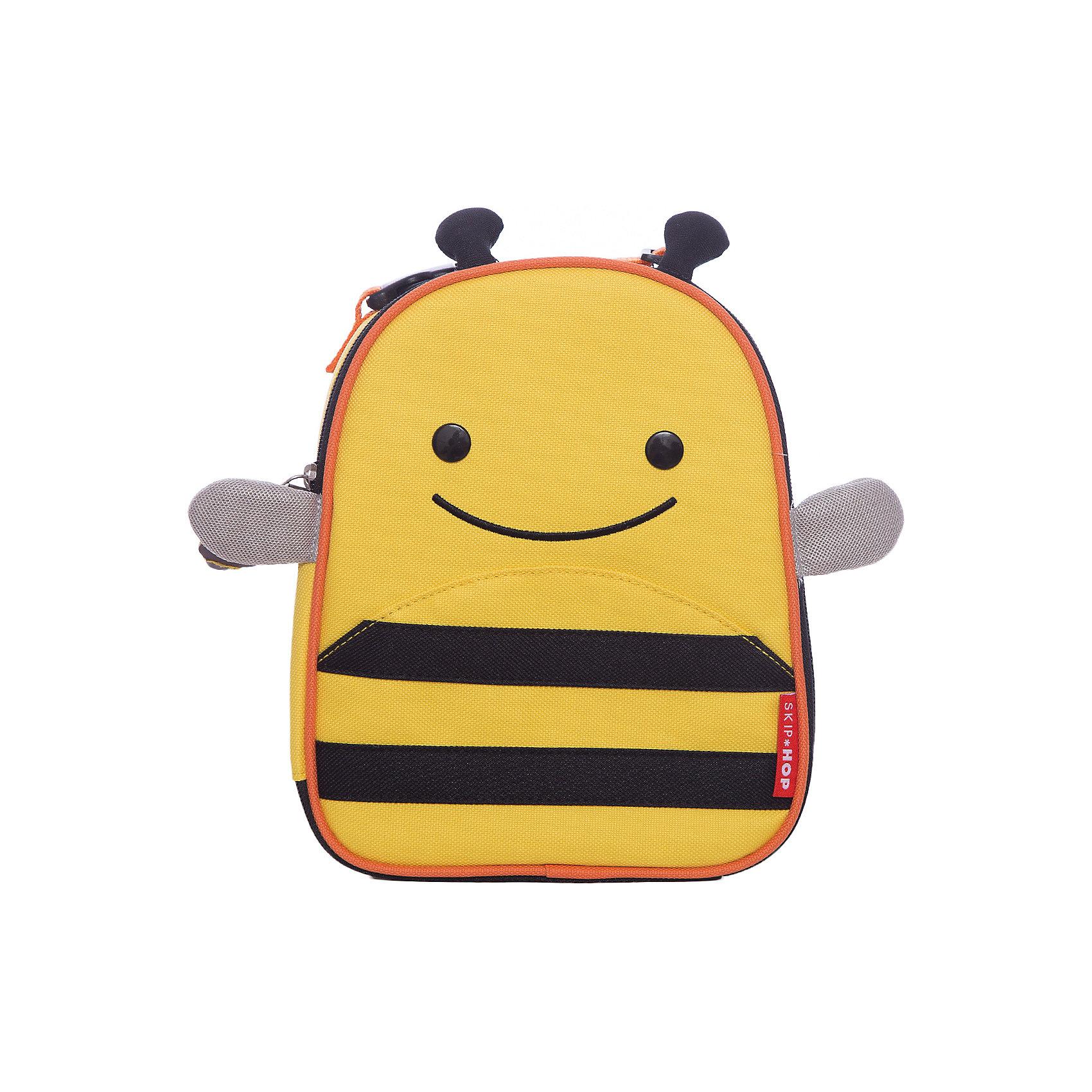 Ланч-бокс Пчела, Skip HopТермосумки и термосы<br>Характеристики товара:<br><br>• возраст от 3 лет;<br>• материал: полиэстер;<br>• размер сумки 20х23х8 см;<br>• размер упаковки 20х24х9 см;<br>• вес упаковки 215 гр.;<br>• страна производитель: Китай.<br><br>Ланч-бокс «Собака» Skip Hop — незаменимый аксессуар для хранения продуктов на пикнике, в путешествии, на прогулке. Сумочка выполнена в виде собачки с ушками и глазками. Сумка сохраняет тепло и холод, поэтому все продукты останутся свежими. Внутри имеется небольшой сетчатый кармашек для столовых приборов. Для переноски предусмотрена тканевая регулируемая ручка. Сумка изготовлена из прочного износостойкого материала.<br><br>Ланч-бокс «Собака» Skip Hop можно приобрести в нашем интернет-магазине.<br><br>Ширина мм: 200<br>Глубина мм: 90<br>Высота мм: 240<br>Вес г: 215<br>Возраст от месяцев: 24<br>Возраст до месяцев: 72<br>Пол: Унисекс<br>Возраст: Детский<br>SKU: 5608252