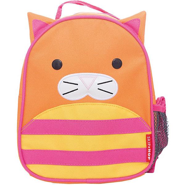 Рюкзак детский с поводком Кошка, Skip HopДетские рюкзаки<br>Характеристики товара:<br><br>• возраст от 11 месяцев;<br>• материал: полиэстер;<br>• размер рюкзака 23х19х8,5 см;<br>• страна производитель: Китай.<br><br>Рюкзак детский с поводком «Кошка» Skip Hop выполнен в виде рыжего котенка с ушками, глазками и усиками. Теперь все необходимые вещи всегда будут под рукой у малыша. Он может брать рюкзачок с собой на прогулку, в гости, в детский садик. Во внутреннем отделении поместятся любимые игрушки, карандаши, раскраски, блокноты. Сбоку сетчатый кармашек для бутылочки с напитками или контейнера для еды.<br><br>Мягкие лямки обеспечивают комфортное ношение. Предусмотрена небольшая ручка для переноски в руках или подвешивания. Специальный ремешок-поводок разработан для родителей, которые будут контролировать движения малыша, который еще только познает окружающий мир. Рюкзак изготовлен из плотных износостойких материалов.<br><br>Рюкзак детский с поводком «Кошка» Skip Hop можно приобрести в нашем интернет-магазине.<br>Ширина мм: 230; Глубина мм: 60; Высота мм: 370; Вес г: 300; Возраст от месяцев: 24; Возраст до месяцев: 72; Пол: Унисекс; Возраст: Детский; SKU: 5608256;