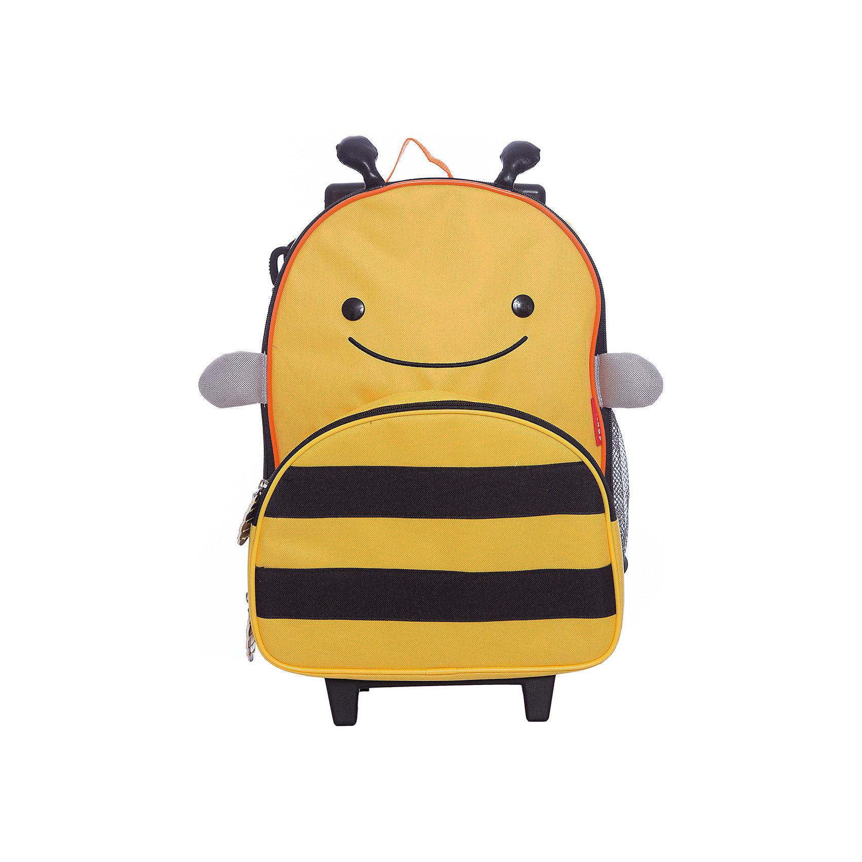 Чемодан детский Пчела, Skip HopДорожные сумки и чемоданы<br>• Вместительный основной отсек <br>• Выдвижная ручка<br>• Чемодан на колесиках<br>• Боковой кармашек для бутылочки<br>• Передний кармашек на молнии<br>• Съемный регулируемый плечевой ремень для родителей<br>• Легко очищается и стирается<br>• Не содержат BPA (Бисфенол А), Phthalate (Фталат)<br><br>Ширина мм: 330<br>Глубина мм: 130<br>Высота мм: 460<br>Вес г: 1260<br>Возраст от месяцев: 36<br>Возраст до месяцев: 72<br>Пол: Унисекс<br>Возраст: Детский<br>SKU: 5608257