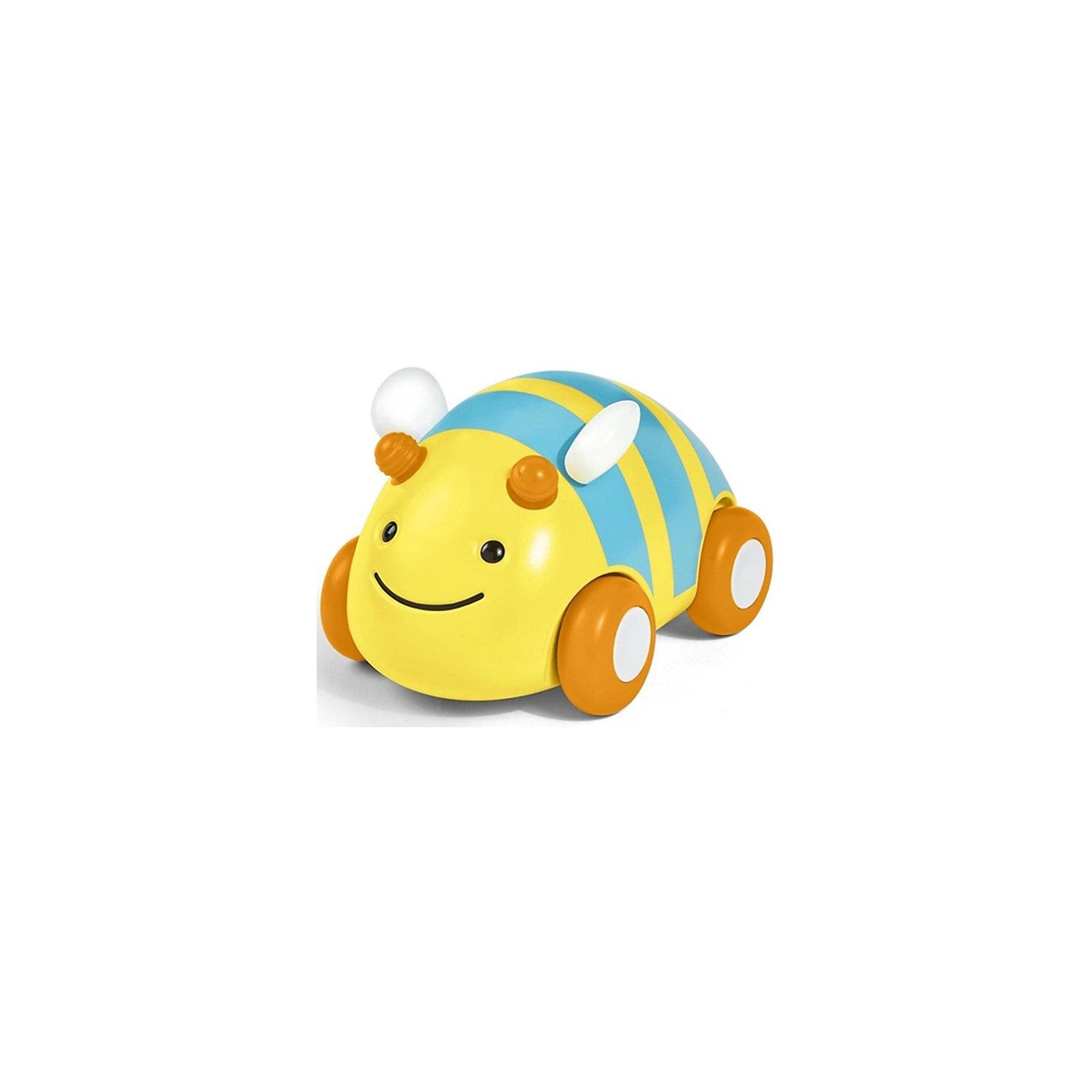 Развивающая игрушка Пчела-машинка, Skip HopРазвивающие игрушки<br>Характеристики товара:<br><br>• возраст от 12 месяцев;<br>• материал: пластик;<br>• размер игрушки 11х8х8 см;<br>• размер упаковки 14х12х10 см;<br>• вес упаковки 315 гр.;<br>• страна производитель: Китай.<br><br>Развивающая игрушка «Пчела-машинка» Skip Hop в виде желтой пчелки — увлекательная игрушка для малышей. Она представляет собой машинку, которая ездит по поверхности на колесиках. Машинка оснащена инерционным механизмом, чтобы запустить ее, надо немного оттянуть игрушку назад и отпустить. Резиновые колеса не повреждают напольное покрытие. Игрушка позволит малышу весело провести время. Она развивает у малышей моторику рук, тактильные ощущения, зрительное и цветовое восприятие. Изготовлена из качественного безвредного пластика.<br><br>Развивающую игрушку «Пчела-машинка» Skip Hop можно приобрести в нашем интернет-магазине.<br><br>Ширина мм: 140<br>Глубина мм: 100<br>Высота мм: 120<br>Вес г: 315<br>Возраст от месяцев: 24<br>Возраст до месяцев: 72<br>Пол: Унисекс<br>Возраст: Детский<br>SKU: 5608262