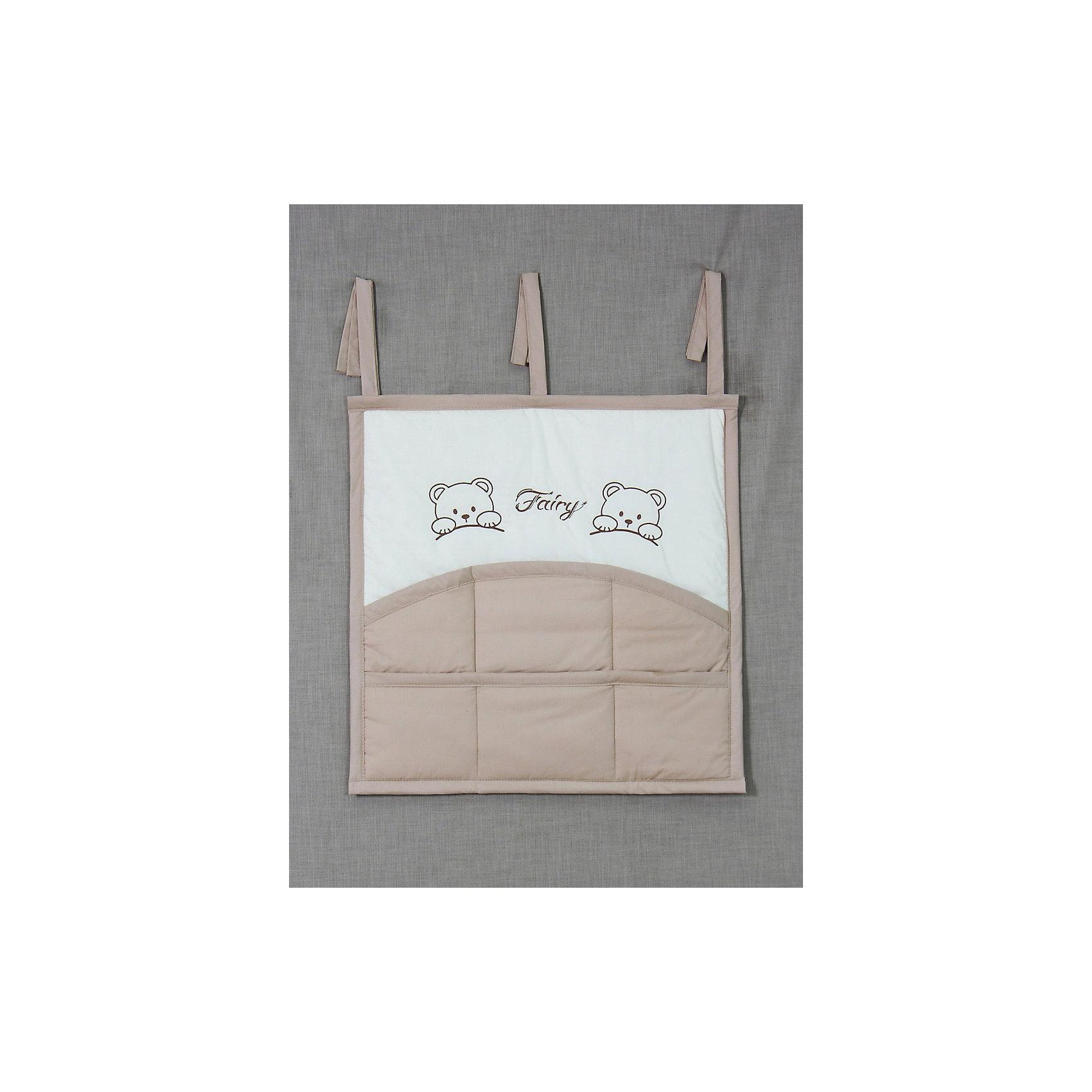 Карман для кроватки Хлопок, FairyПостельное бельё<br>•карман на кроватку предназначен для удобства хранения детских принадлежностей в удобном для родителей месте,<br>•3 завязки по верху изделия для удобства крепления на детской кроватке,<br>•6 кармашков для принадлежностей, <br>•веселый рисунок в виде вышивки.<br><br>Ширина мм: 590<br>Глубина мм: 600<br>Высота мм: 100<br>Вес г: 300<br>Возраст от месяцев: 0<br>Возраст до месяцев: 36<br>Пол: Унисекс<br>Возраст: Детский<br>SKU: 5610106