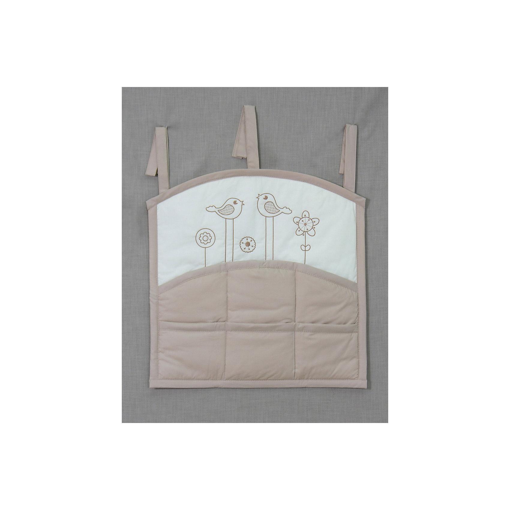 Карман на кроватку Волшебная полянка, FairyПостельное бельё<br>•карман на кроватку предназначен для удобства хранения детских принадлежностей в удобном для родителей месте,<br>•3 завязки по верху изделия для удобства крепления на детской кроватке,<br>•6 кармашков для принадлежностей, <br>•веселый рисунок в виде вышивки.<br><br>Ширина мм: 590<br>Глубина мм: 600<br>Высота мм: 100<br>Вес г: 300<br>Возраст от месяцев: 0<br>Возраст до месяцев: 36<br>Пол: Унисекс<br>Возраст: Детский<br>SKU: 5610109