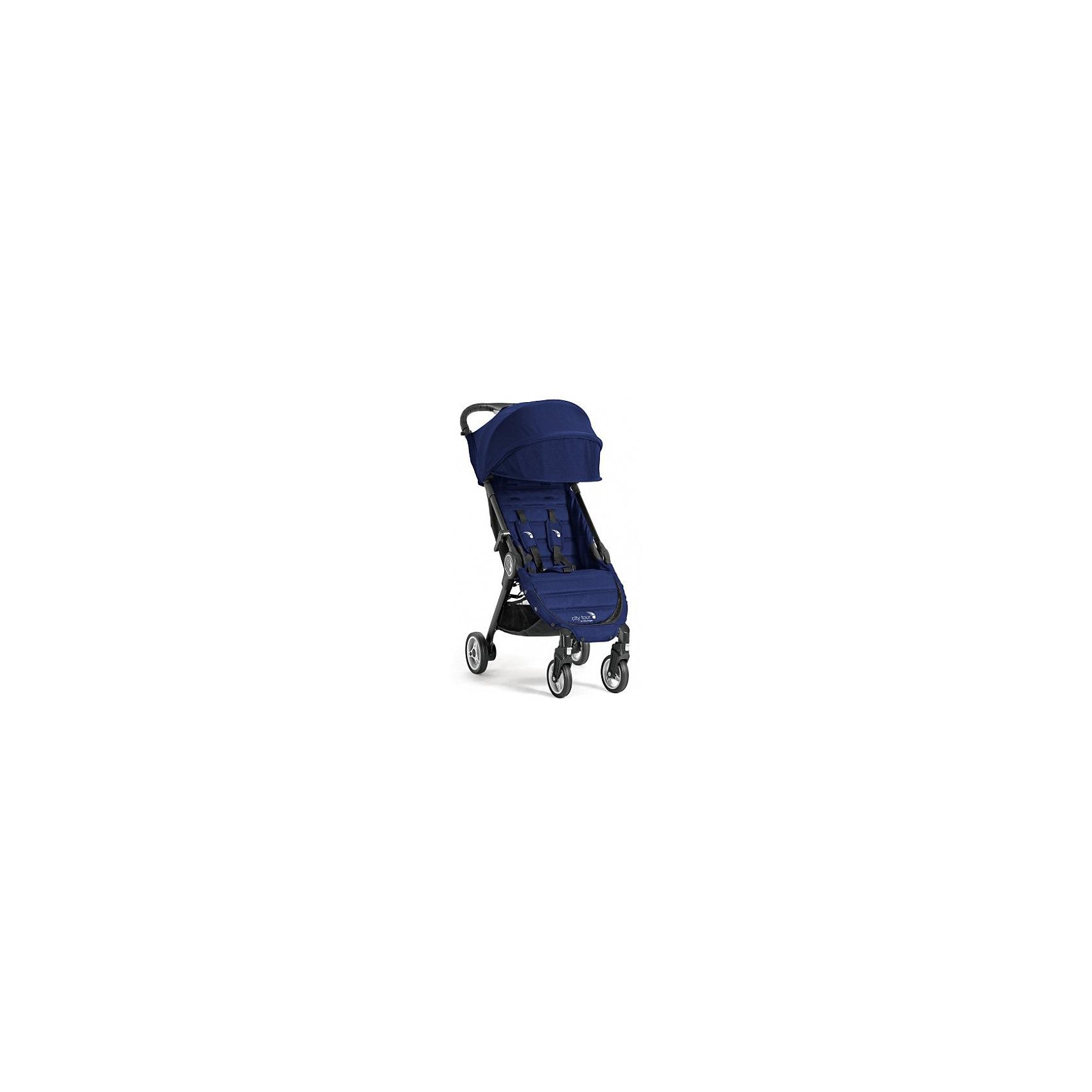 Прогулочная коляска Baby Jogger City Tour, синийПрогулочные коляски<br>Характеристики:<br><br>• регулируется положение спинки, угол наклона 150 градусов;<br>• регулируемая подножка;<br>• 5-ти точечные ремни безопасности;<br>• дополнительная секция на капюшоне;<br>• смотровое окошко;<br>• солнцезащитный козырек;<br>• защитный бампер снимается;<br>• поворотные передние колеса с фиксацией;<br>• тормоз – стопор задних колес;<br>• корзина для покупок;<br>• коляска складывается одной рукой – система Quickfold;<br>• механизм складывания: книжка;<br>• в комплекте имеется сумка для переноски коляски.<br><br>Размеры: <br><br>• размер коляски: 91х45х23 см;<br>• размер коляски в сложенном виде: 56х45х23 см;<br>• ширина сиденья: 30 см;<br>• глубина сиденья: 21 см;<br>• высота спинки: 44 см;<br>• длина подножки: 21 см;<br>• высота посадки: 40 см;<br>• диаметр колес: 12,5 см, 14,5 см;<br>• вес коляски: 6,4 кг.<br><br>Прогулочная коляска для путешествий легко складывается одной рукой, имеет компактные размеры, транспортируется в сумке-рюкзаке для переноски. Незначительные размеры коляски позволяют представить багаж в виде ручной клади, чтобы сразу после перелета разложить коляску и дать возможность ребенку отдохнуть после самолета. <br><br>Прогулочную коляску City Tour, Baby Jogger можно купить в нашем интернет-магазине.<br><br>Ширина мм: 425<br>Глубина мм: 550<br>Высота мм: 200<br>Вес г: 8200<br>Возраст от месяцев: 6<br>Возраст до месяцев: 36<br>Пол: Унисекс<br>Возраст: Детский<br>SKU: 5613096