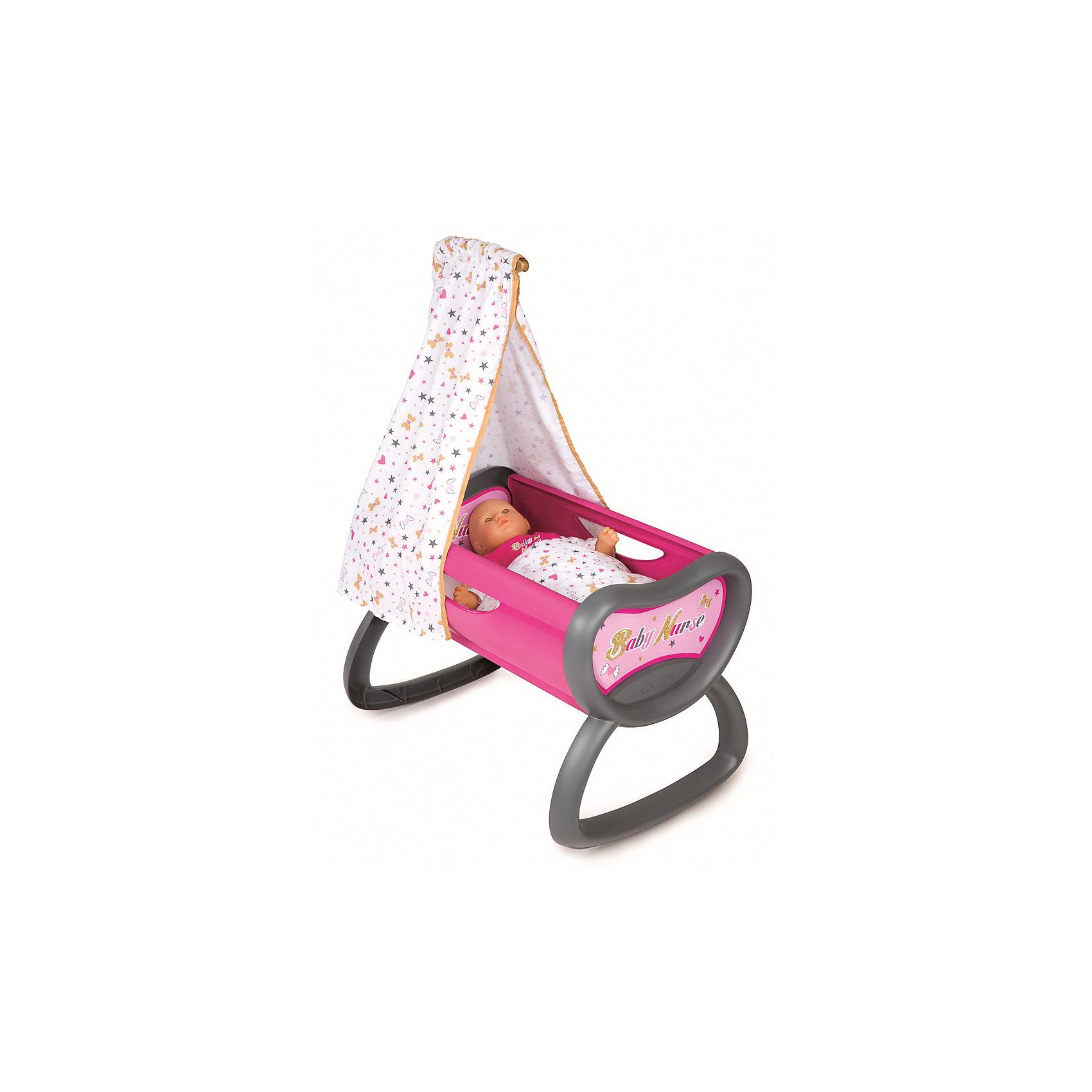 Колыбель для пупса Baby Nurse, 52*33*76 см, SmobyДомики и мебель<br>Характеристики товара:<br><br>• возраст от 1,5 лет;<br>• материал: пластик, текстиль;<br>• в комплекте: колыбель, балдахин, покрывало;<br>• подходит для кукол высотой до 42 см;<br>• размер колыбели 52х33х76 см;<br>• размер упаковки 38,5х12,9х57,4 см;<br>• вес упаковки 1,88 кг;<br>• страна производитель: Франция.<br><br>Колыбель для пупса Baby Nurse Smoby — удобная кроватка для любимой куколки девочки. Кроватка оборудована полозьями, которые делают ее качающейся колыбелькой, чтобы можно было убаюкать куклу. В комплекте балдахин и мягкое покрывало. Игрушка способствует развитию у девочки чувства заботы и ответственности. Колыбель изготовлена из качественного безопасного пластика и не имеет острых углов.<br><br>Колыбель для пупса Baby Nurse Smoby можно приобрести в нашем интернет-магазине.<br><br>Ширина мм: 385<br>Глубина мм: 129<br>Высота мм: 574<br>Вес г: 1880<br>Возраст от месяцев: 18<br>Возраст до месяцев: 48<br>Пол: Женский<br>Возраст: Детский<br>SKU: 5613510
