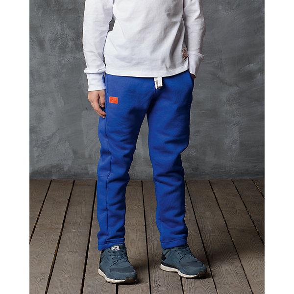 Брюки для мальчика Modniy JukБрюки<br>Характеристики товара:<br><br>• цвет: синий<br>• состав: 70% хлопок, 30% полиэстер<br>• спортивный силуэт<br>• карманы<br>• пояс - мягкая резинка<br>• манжеты<br>• логотип<br>• шнурок в поясе<br><br>• страна бренда: Российская Федерация<br>• страна производства: Российская Федерация<br><br>Модели одежды из новой коллекции от бренда Модный жук - это стильные и удобные вещи, созданные специально для детей. Они отличаются продуманным дизайном, качественными материалами и комфортной посадкой. Дети носят их с удовольствием! Стильные брюки спортивного силуэта - хит сезона, отличный вариант базовой вещи для разной погоды. Они отлично сочетаются с майками, футболками, куртками. Хорошо сидят по фигуре.<br>Одежда и аксессуары от российского бренда Модный жук - это способ пополнить гардероб ребенка модными изделиями по доступной цене. Для их производства используются только безопасные, проверенные материалы и фурнитура. Новая коллекция поддерживает хорошие традиции бренда! <br><br>Брюки для мальчика от популярного бренда Модный жук можно купить в нашем интернет-магазине.<br><br>Ширина мм: 215<br>Глубина мм: 88<br>Высота мм: 191<br>Вес г: 336<br>Цвет: синий<br>Возраст от месяцев: 36<br>Возраст до месяцев: 48<br>Пол: Мужской<br>Возраст: Детский<br>Размер: 110,104,140,134<br>SKU: 5613607