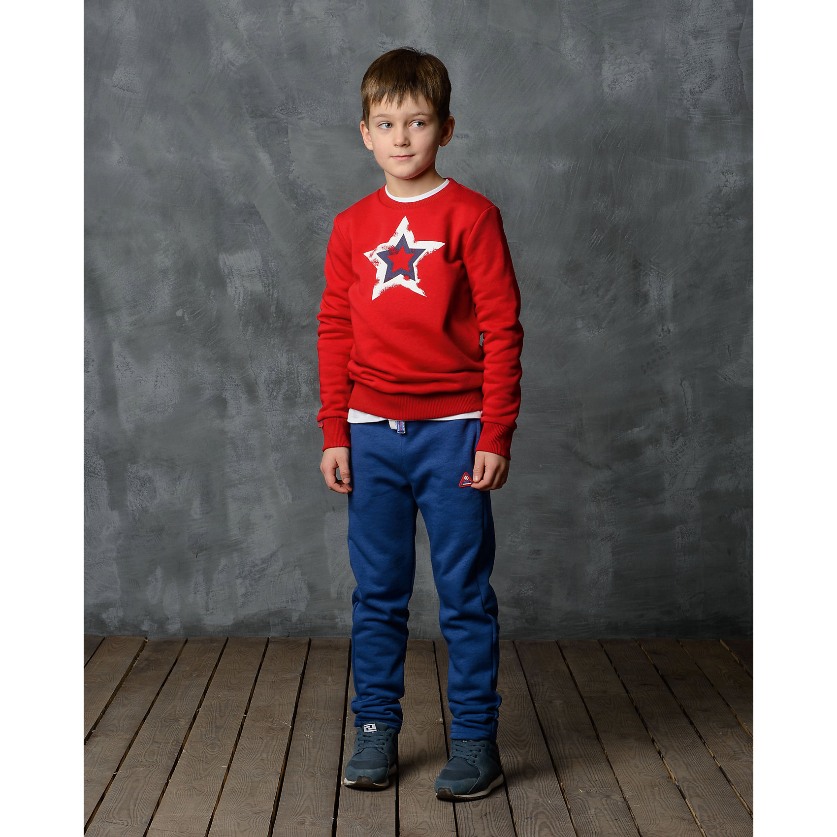 Брюки для мальчика Modniy JukБрюки<br>Характеристики товара:<br><br>• цвет: синий<br>• состав: 70% хлопок, 30% полиэстер<br>• спортивный силуэт<br>• карманы<br>• пояс - мягкая резинка<br>• манжеты<br>• логотип<br>• шнурок в поясе<br><br>• страна бренда: Российская Федерация<br>• страна производства: Российская Федерация<br><br>Модели одежды из новой коллекции от бренда Модный жук - это стильные и удобные вещи, созданные специально для детей. Они отличаются продуманным дизайном, качественными материалами и комфортной посадкой. Дети носят их с удовольствием! Стильные брюки спортивного силуэта - хит сезона, отличный вариант базовой вещи для разной погоды. Они отлично сочетаются с майками, футболками, куртками. Хорошо сидят по фигуре.<br>Одежда и аксессуары от российского бренда Модный жук - это способ пополнить гардероб ребенка модными изделиями по доступной цене. Для их производства используются только безопасные, проверенные материалы и фурнитура. Новая коллекция поддерживает хорошие традиции бренда! <br><br>Брюки для мальчика от популярного бренда Модный жук можно купить в нашем интернет-магазине.<br><br>Ширина мм: 215<br>Глубина мм: 88<br>Высота мм: 191<br>Вес г: 336<br>Цвет: синий<br>Возраст от месяцев: 168<br>Возраст до месяцев: 180<br>Пол: Мужской<br>Возраст: Детский<br>Размер: 164/170,110/116,116/122,122/128,128/134,134/140,140/146,158/164<br>SKU: 5613649