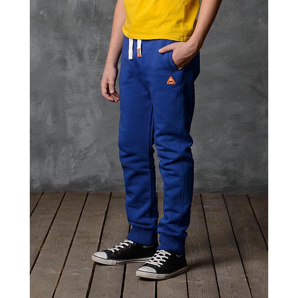 Брюки для мальчика Modniy JukСпортивная одежда<br>Характеристики товара:<br><br>• цвет: синий<br>• состав: 70% хлопок, 30% полиэстер<br>• спортивный силуэт<br>• карманы<br>• пояс - мягкая резинка<br>• манжеты<br>• логотип<br>• шнурок в поясе<br><br>• страна бренда: Российская Федерация<br>• страна производства: Российская Федерация<br><br>Модели одежды из новой коллекции от бренда Модный жук - это стильные и удобные вещи, созданные специально для детей. Они отличаются продуманным дизайном, качественными материалами и комфортной посадкой. Дети носят их с удовольствием! Стильные брюки спортивного силуэта - хит сезона, отличный вариант базовой вещи для разной погоды. Они отлично сочетаются с майками, футболками, куртками. Хорошо сидят по фигуре.<br>Одежда и аксессуары от российского бренда Модный жук - это способ пополнить гардероб ребенка модными изделиями по доступной цене. Для их производства используются только безопасные, проверенные материалы и фурнитура. Новая коллекция поддерживает хорошие традиции бренда! <br><br>Брюки для мальчика от популярного бренда Модный жук можно купить в нашем интернет-магазине.<br><br>Ширина мм: 215<br>Глубина мм: 88<br>Высота мм: 191<br>Вес г: 336<br>Цвет: синий<br>Возраст от месяцев: 120<br>Возраст до месяцев: 132<br>Пол: Мужской<br>Возраст: Детский<br>Размер: 140/146,110/116,152/158,134/140,128/134,122/128,116/122<br>SKU: 5613658