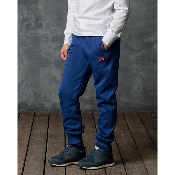Брюки для мальчика Modniy JukБрюки<br>Характеристики товара:<br><br>• цвет: синий<br>• состав: 70% хлопок, 30% полиэстер<br>• спортивный силуэт<br>• карманы<br>• пояс - мягкая резинка<br>• манжеты<br>• логотип<br>• шнурок в поясе<br><br>• страна бренда: Российская Федерация<br>• страна производства: Российская Федерация<br><br>Модели одежды из новой коллекции от бренда Модный жук - это стильные и удобные вещи, созданные специально для детей. Они отличаются продуманным дизайном, качественными материалами и комфортной посадкой. Дети носят их с удовольствием! Стильные брюки спортивного силуэта - хит сезона, отличный вариант базовой вещи для разной погоды. Они отлично сочетаются с майками, футболками, куртками. Хорошо сидят по фигуре.<br>Одежда и аксессуары от российского бренда Модный жук - это способ пополнить гардероб ребенка модными изделиями по доступной цене. Для их производства используются только безопасные, проверенные материалы и фурнитура. Новая коллекция поддерживает хорошие традиции бренда! <br><br>Брюки для мальчика от популярного бренда Модный жук можно купить в нашем интернет-магазине.<br><br>Ширина мм: 215<br>Глубина мм: 88<br>Высота мм: 191<br>Вес г: 336<br>Цвет: синий<br>Возраст от месяцев: 84<br>Возраст до месяцев: 96<br>Пол: Мужской<br>Возраст: Детский<br>Размер: 122/128,98/104,128/134,116/122,110/116,104/110<br>SKU: 5613666