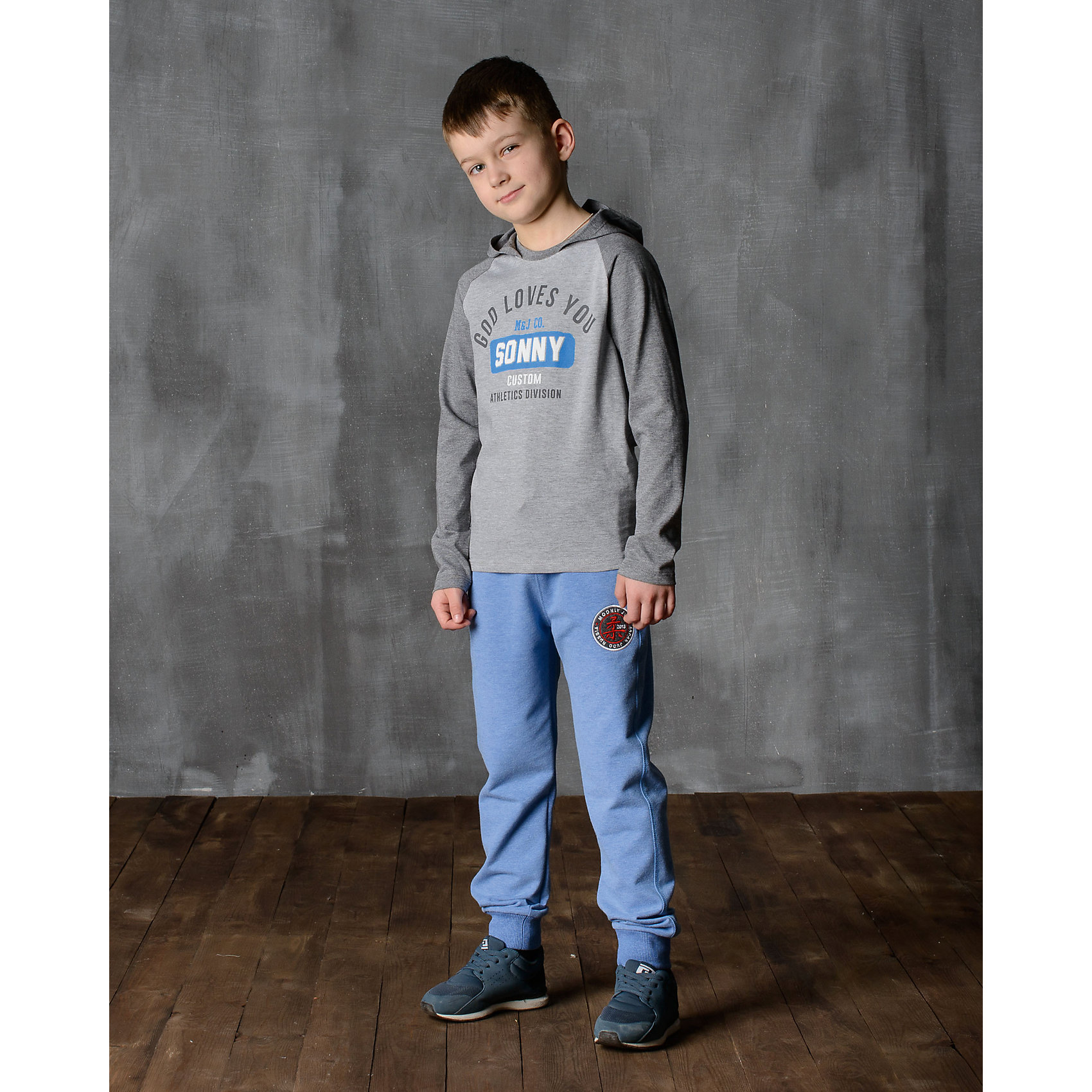 Брюки для мальчика Modniy JukБрюки<br>Характеристики товара:<br><br>• цвет: голубой<br>• состав: 70% хлопок, 30% полиэстер<br>• спортивный силуэт<br>• карманы<br>• пояс - мягкая резинка<br>• манжеты<br>• логотип<br>• шнурок в поясе<br><br>• страна бренда: Российская Федерация<br>• страна производства: Российская Федерация<br><br>Модели одежды из новой коллекции от бренда Модный жук - это стильные и удобные вещи, созданные специально для детей. Они отличаются продуманным дизайном, качественными материалами и комфортной посадкой. Дети носят их с удовольствием! Стильные брюки спортивного силуэта - хит сезона, отличный вариант базовой вещи для разной погоды. Они отлично сочетаются с майками, футболками, куртками. Хорошо сидят по фигуре.<br>Одежда и аксессуары от российского бренда Модный жук - это способ пополнить гардероб ребенка модными изделиями по доступной цене. Для их производства используются только безопасные, проверенные материалы и фурнитура. Новая коллекция поддерживает хорошие традиции бренда! <br><br>Брюки для мальчика от популярного бренда Модный жук можно купить в нашем интернет-магазине.<br><br>Ширина мм: 215<br>Глубина мм: 88<br>Высота мм: 191<br>Вес г: 336<br>Цвет: голубой<br>Возраст от месяцев: 144<br>Возраст до месяцев: 156<br>Пол: Мужской<br>Возраст: Детский<br>Размер: 152/158,122/128,116/122,110/116,128/134,134/140,140/146,146/152<br>SKU: 5613685