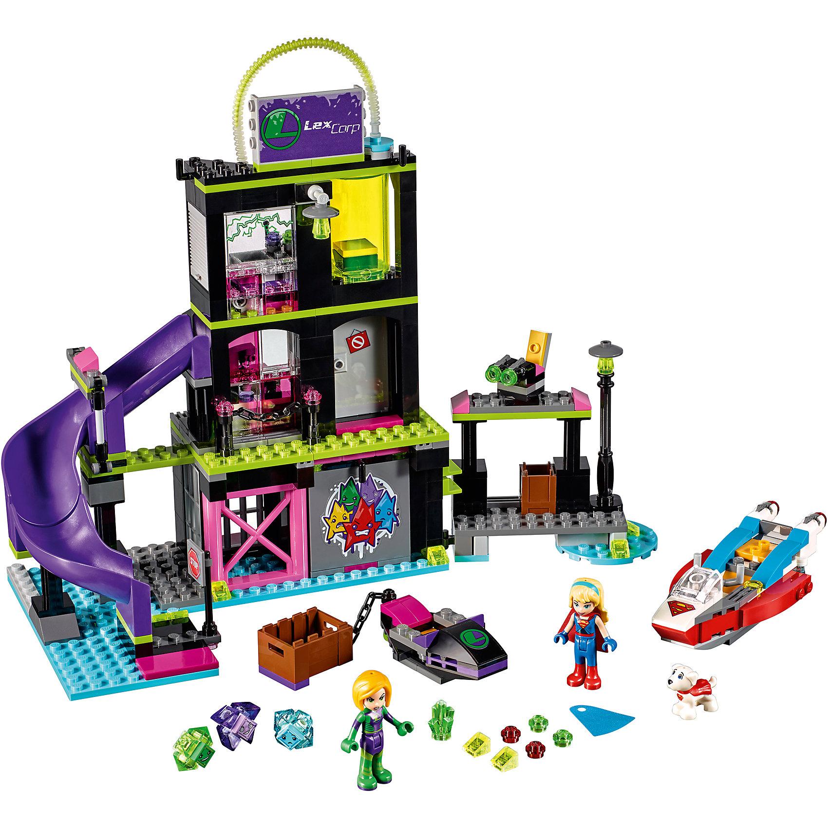 Конструктор Lego DC Super Girls 41238: Фабрика Криптомитов Лены ЛюторПластмассовые конструкторы<br>Характеристики товара:<br><br>• возраст: от 7 лет;<br>• материал: пластик;<br>• в комплекте: 432 детали;<br>• количество минифигурок: 2<br>• размер упаковки: 38,2х26,2х7 см;<br>• вес упаковки: 800 гр.;<br>• страна производитель: Китай.<br><br>Конструктор Lego DC Super Girls «Фабрика Криптомитов Лены Лютор» создан по мотивам вселенной DC Comics. Из деталей конструктора предстоит собрать фигурку злодейки Лены Лютор и ее фабрику по производству Криптомитов. Криптомиты — маленькие существа, созданные из пыли криптона и способные уменьшать силы известных супергероинь. На фабрике имеются наблюдательный пункт и клетка для заложников.<br><br>С персонажами девочка сможет придумать свои собственные сюжеты для игры. Сборка конструктора развивает у детей внимательность, усидчивость, мелкую моторику рук.<br><br>Конструктор Lego DC Super Girls «Фабрика Криптомитов Лены Лютор» можно приобрести в нашем интернет-магазине.<br><br>Ширина мм: 382<br>Глубина мм: 262<br>Высота мм: 71<br>Вес г: 808<br>Возраст от месяцев: 84<br>Возраст до месяцев: 2147483647<br>Пол: Женский<br>Возраст: Детский<br>SKU: 5620036