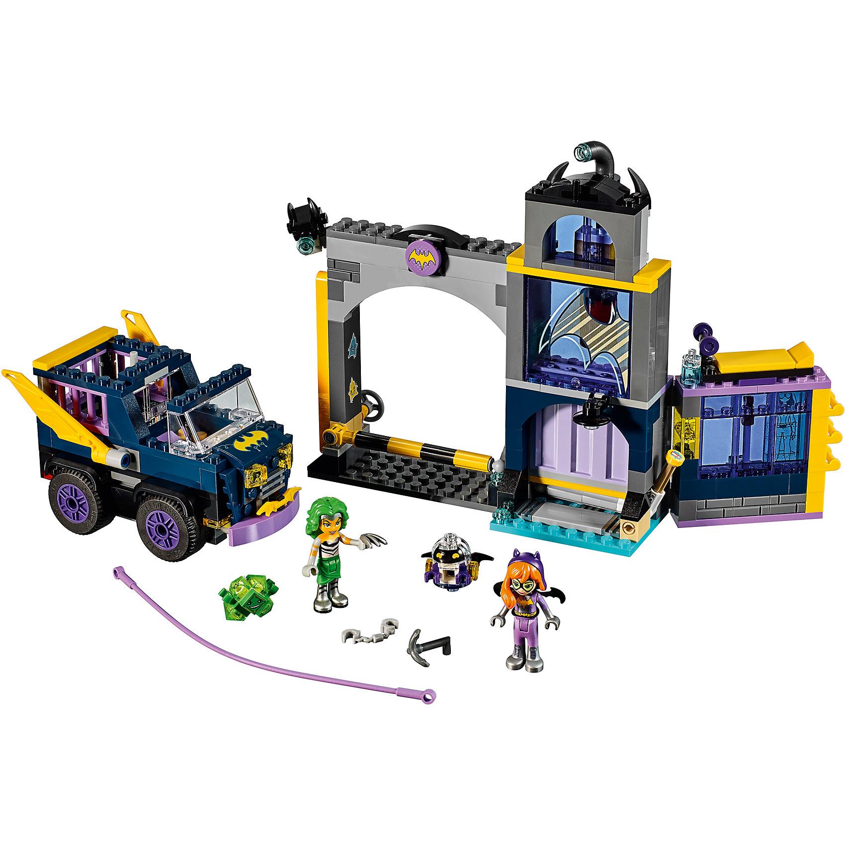 Конструктор Lego DC Super Girls 41237: Секретный бункер БэтгёрлПластмассовые конструкторы<br>Характеристики товара:<br><br>• возраст: от 7 лет;<br>• материал: пластик;<br>• в комплекте: 351 деталь;<br>• количество минифигурок: 3;<br>• размер упаковки: 28,2х26,2х7,6 см;<br>• вес упаковки: 615 гр.;<br>• страна производитель: Китай.<br><br>Конструктор Lego DC Super Girls «Секретный бункер Бэтгерл» создан по мотивам вселенной DC Comics. Из деталей конструктора предстоит собрать фигурку известной героини Бэтгерл и ее секретный бункер, в котором находятся оружие, секретный микрочип и бэтаранг, а также припаркован Бэтмобиль. Злодейка Мэд Харриет пытается выкрасть из бункера важный микрочип.<br><br>С известной супергероиней девочка сможет придумать свои собственные сюжеты для игры. Сборка конструктора развивает у детей внимательность, усидчивость, мелкую моторику рук.<br><br>Конструктор Lego DC Super Girls «Секретный бункер Бэтгерл» можно приобрести в нашем интернет-магазине.<br><br>Ширина мм: 282<br>Глубина мм: 262<br>Высота мм: 76<br>Вес г: 600<br>Возраст от месяцев: 84<br>Возраст до месяцев: 2147483647<br>Пол: Женский<br>Возраст: Детский<br>SKU: 5620037