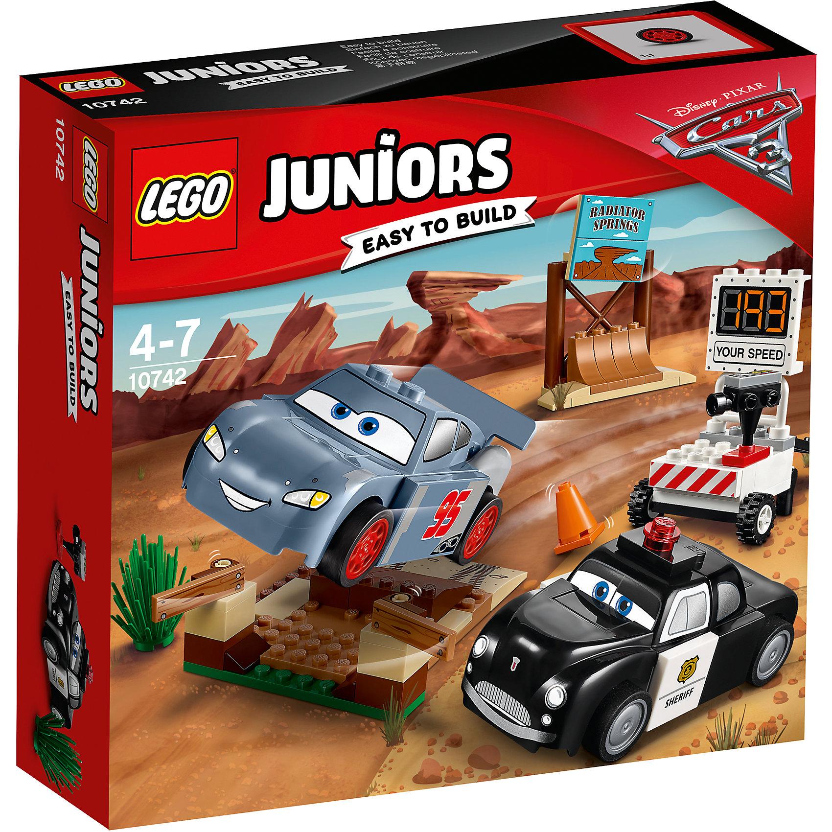Конструктор LEGO Juniors 10742 Тачки 3: Тренировочный полигон Вилли БуттаПластмассовые конструкторы<br>Характеристики товара:<br><br>• возраст: от 4 лет;<br>• материал: пластик;<br>• в комплекте: 95 деталей, инструкция;<br>• размер упаковки: 20,5х19,1х6 см;<br>• вес упаковки: 250 гр.;<br>• страна производитель: Венгрия.<br><br>Конструктор Lego Juniors «Тренировочный полигон Вилли Бутта» создан по мотивам мультфильма «Тачки 3». Вилли Бутт — шериф, который поможет Молнии МакКуину подготовится к предстоящей гонке. На стартовой площадке для разгона имеется спуск, скатившись с которого Молния МакКуин набирает скорость. На полигоне предусмотрен спидометр для считывания скорости, который крепится к багажнику Вилли Бутта. <br><br>Из элементов предстоит собрать 2 машинки, спидометр, тренировочную площадку, заградительное сооружение. Все детали конструктора созданы из качественных безопасных материалов. В процессе сборки у ребенка развивается мелкая моторика рук, усидчивость, логическое мышление.<br><br>Конструктор Lego Juniors «Тренировочный полигон Вилли Бутта» можно приобрести в нашем интернет-магазине.<br><br>Ширина мм: 207<br>Глубина мм: 192<br>Высота мм: 63<br>Вес г: 247<br>Возраст от месяцев: 48<br>Возраст до месяцев: 84<br>Пол: Мужской<br>Возраст: Детский<br>SKU: 5620060