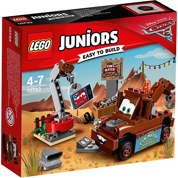 Конструктор LEGO Juniors 10733: Тачки 3 Свалка МэтраПластмассовые конструкторы<br>Характеристики товара:<br><br>• возраст: от 4 лет;<br>• материал: пластик;<br>• в комплекте: 62 детали, инструкция;<br>• размер упаковки: 15,7х14х4,5 см;<br>• вес упаковки: 140 гр.;<br>• страна производитель: Венгрия.<br><br>Конструктор Lego Juniors «Свалка Мэтра» создан по мотивам мультфильма «Тачки 3». Мэтр — лучший друг Молнии МакКуина. Он работает на свалке и разбирает заброшенные старые запчасти при помощи подвижного крана или крюка на корпусе самого Мэтра. Все запчасти располагаются в небольшом ящике. А если во время перерыва он захочет поговорить со своим другом, то может это сделать по настоящей видеосвязи.<br><br>Из элементов предстоит собрать машинку Мэтра, кран и свалку. Все детали конструктора созданы из качественных безопасных материалов. В процессе сборки у ребенка развивается мелкая моторика рук, усидчивость, логическое мышление.<br><br>Конструктор Lego Juniors «Свалка Мэтра» можно приобрести в нашем интернет-магазине.<br><br>Ширина мм: 160<br>Глубина мм: 139<br>Высота мм: 48<br>Вес г: 123<br>Возраст от месяцев: 48<br>Возраст до месяцев: 84<br>Пол: Мужской<br>Возраст: Детский<br>SKU: 5620061