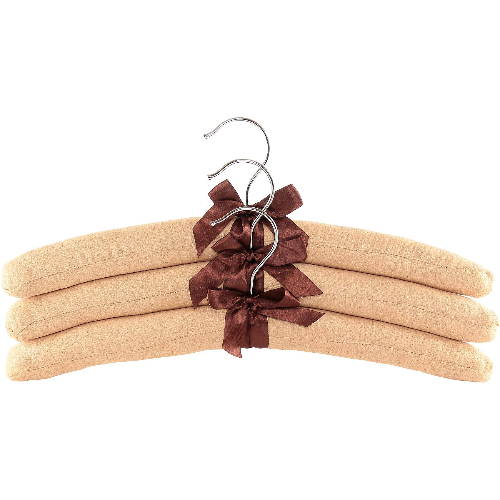 Вешалки 3 шт. 38*3,2*13,8 см. Бежевые с коричневым бантиком, EL CasaПредметы интерьера<br>Набор тканевых вешалок идеально подойдет для деликатной одежды. Мягкие вешалки сохранят форму плечей на вещах.С ними Вашаодежда избежит ненужных растяжек и провисаний.<br><br>Ширина мм: 390<br>Глубина мм: 35<br>Высота мм: 200<br>Вес г: 228<br>Возраст от месяцев: 0<br>Возраст до месяцев: 1188<br>Пол: Унисекс<br>Возраст: Детский<br>SKU: 6668634