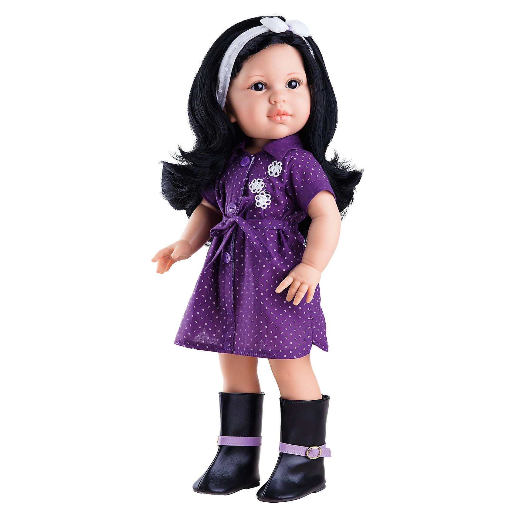 Кукла Лина, 42 см, Paola ReinaКлассические куклы<br>Кукла Лина, 42 см, Paola Reina.<br><br>Характеристики:<br><br>• Для детей в возрасте: от 3 лет<br>• Высота куклы: 42 см.<br>• Глаза закрываются<br>• Материалы: кукла изготовлена из винила; глаза выполнены в виде кристалла из прозрачного твердого пластика; волосы сделаны из высококачественного нейлона; наряд выполнен из качественного текстиля<br><br>Кукла Лина, Paola Reina станет любимой подружкой для вашей девочки. Лина одета в лёгкое фиолетовое платье-рубашку в горошек. На ногах у неё высокие сапоги с сиреневым ремешком. Одежда легко снимается и надевается. Густые длинные темные волосы куклы, выполненные из нейлона высокого качества, украшены повязкой с бантом. Волосы надёжно прошиты, блестят, легко расчесываются, не запутываются. <br><br>Лицо куклы выглядит очень правдоподобно за счет тщательно проработанных черт. Большие глаза, длинные реснички и аккуратные губки – Лина завораживает. Глаза куклы закрываются. <br><br>Кукла имеет пропорциональное телосложение. Голова, руки и ноги подвижны. Тело куклы выполнено из приятного на ощупь высококачественного винила, который имеет лёгкий аромат ванили. <br><br>Материалы, из которых изготовлена кукла, прошли все необходимые проверки на безопасность для детей. Качество подтверждено нормами безопасности EN71 ЕЭС.<br><br>Куклу Лина, 42 см, Paola Reina можно купить в нашем интернет-магазине.<br><br>Ширина мм: 510<br>Глубина мм: 175<br>Высота мм: 105<br>Вес г: 1225<br>Возраст от месяцев: 36<br>Возраст до месяцев: 144<br>Пол: Женский<br>Возраст: Детский<br>SKU: 6671056