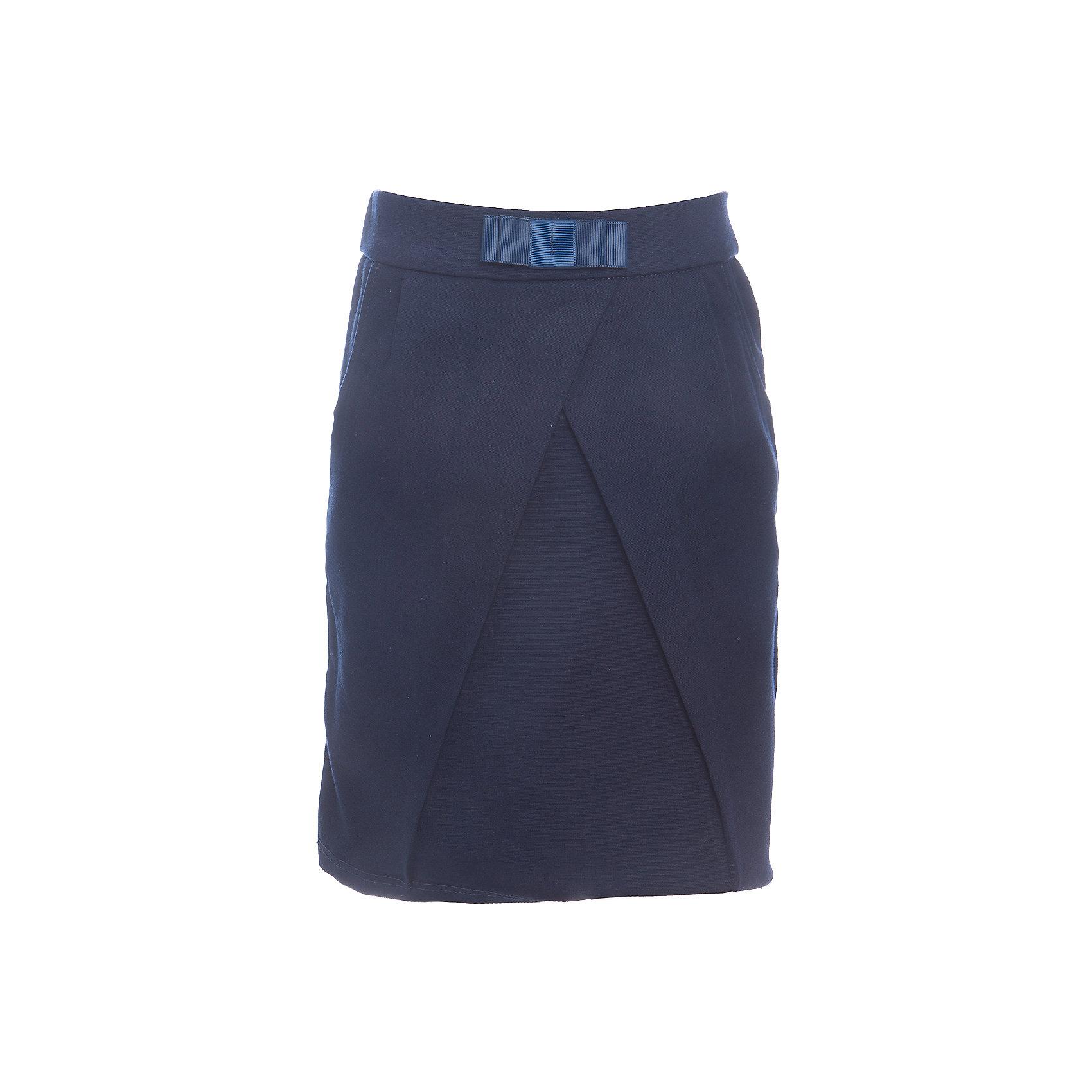 Юбка для девочки LuminosoЮбки<br>Характеристики товара:<br><br>• цвет: темно-синий;<br>• состав: 65% хлопок, 30% полиэстер, 5% эластан;<br>• сезон: демисезон;<br>• особенности: школьная, на резинке;<br>• юбка тюльпан;<br>• пояс на эластичной резинке;<br>• декорирована складкой;<br>• декоративный бантик на поясе;<br>• два боковых кармана;<br>• страна бренда: Россия;<br>• страна производства: Китай.<br><br>Школьная юбка для девочки. Темно-синяя юбка на резинке. Трикотажная юбка-тюльпан декорирована оригинальной складкой спереди и бантиком на поясе. Мягкий, эластичный пояс на резинке, два кармана по бокам.<br><br>Юбка для девочки Luminoso (Люминосо) можно купить в нашем интернет-магазине.<br><br>Ширина мм: 207<br>Глубина мм: 10<br>Высота мм: 189<br>Вес г: 183<br>Цвет: синий<br>Возраст от месяцев: 156<br>Возраст до месяцев: 168<br>Пол: Женский<br>Возраст: Детский<br>Размер: 164,122,128,134,140,146,152,158<br>SKU: 6673148