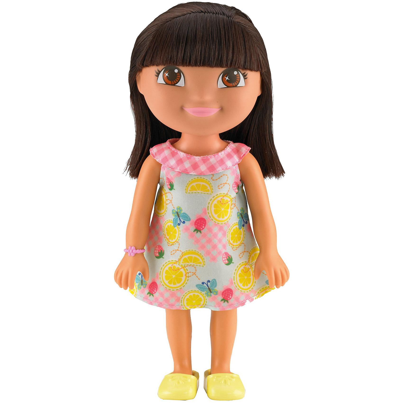 Кукла Даша-путешественница из серии Приключения каждый день, Fisher PriceКлассические куклы<br>Характеристики товара:<br><br>• возраст от 3 лет;<br>• материал: пластик, текстиль;<br>• высота куклы 22 см;<br>• размер упаковки 23х12,5х9 см;<br>• вес упаковки 238 гр.;<br>• страна производитель: Китай.<br><br>Кукла Даша-путешественница «Приключения каждый день» Fisher Price — героиня известного мультсериала про улыбчивую и любопытную Дашу, которая любит путешествовать и постоянно что-то исследовать и узнавать. Кукла одета в платье с фруктовым принтом, желтые туфельки, а на руке ее любимый браслет. У Даши большие глаза и мягкие темные волосы, которые можно расчесывать, заплетать и украшать. Во время увлекательной игры с куклой девочка может придумывать свои истории и сюжеты.<br><br>Куклу Дашу-путешественницу «Приключения каждый день» Fisher Price можно приобрести в нашем интернет-магазине.<br><br>Ширина мм: 125<br>Глубина мм: 90<br>Высота мм: 230<br>Вес г: 238<br>Возраст от месяцев: 36<br>Возраст до месяцев: 120<br>Пол: Женский<br>Возраст: Детский<br>SKU: 6673382