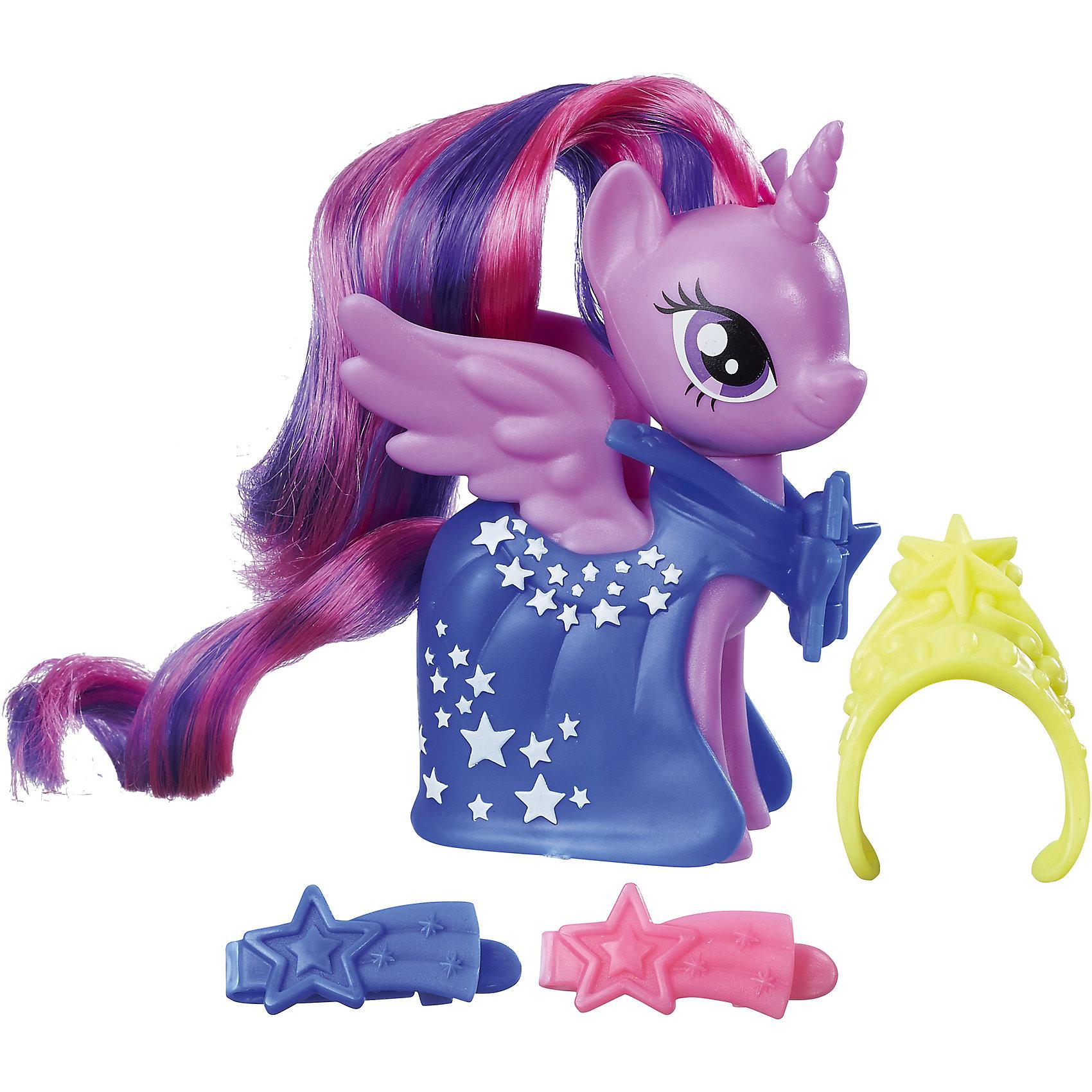 Игровой набор Hasbro My little Pony Пони-модницы, Сумеречная искоркаПопулярные игрушки<br>Характеристики товара:<br><br>• возраст: от 3 лет;<br>• материал: пластик;<br>• в комплекте: фигурка пони, аксессуары;<br>• размер фигурки: 8 см;<br>• размер упаковки: 18,4х17,8х4,8 см;<br>• вес упаковки: 145 гр.;<br>• страна производитель: Китай.<br><br>Игровой набор «Пони-модницы» My Little Pony Hasbro создан по мотивам известного мультсериала. В наборе фигурка пони Сумеречная искорка с фиолетовой гривой и синим костюмчиком, украшенным звездами. Стильные аксессуары дополнят образ маленькой пони. Мягкий хвостик и гриву можно расчесывать, заплетать, украшать, придумывая каждый раз новый оригинальный образ. <br><br>Игровой набор «Пони-модницы» My Little Pony Hasbro B8810/B9623 можно приобрести в нашем интернет-магазине.<br><br>Ширина мм: 48<br>Глубина мм: 178<br>Высота мм: 184<br>Вес г: 145<br>Возраст от месяцев: 36<br>Возраст до месяцев: 2147483647<br>Пол: Женский<br>Возраст: Детский<br>SKU: 6674412