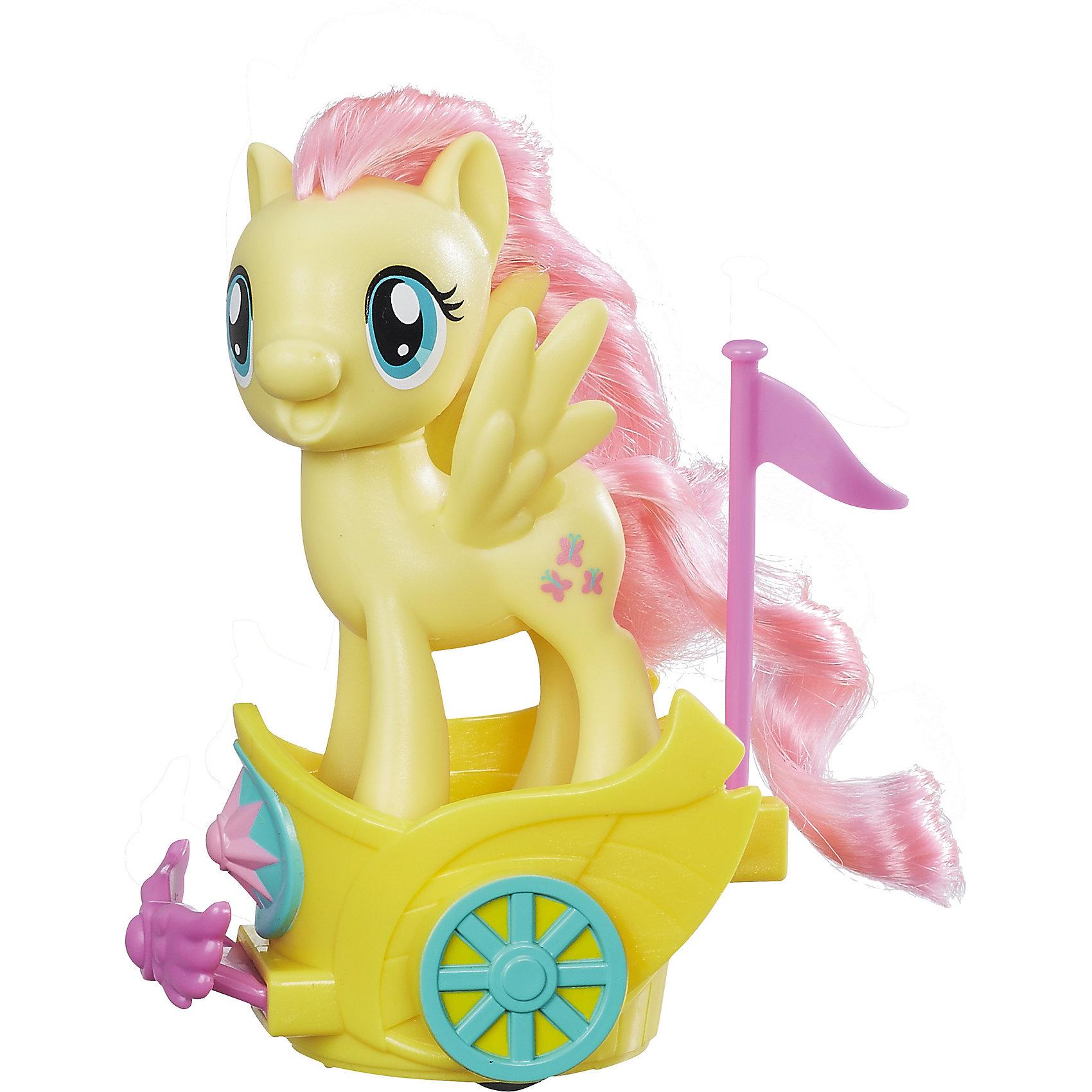 Игровой набор Hasbro My little Pony Пони в карете, ФлаттершайЛюбимые герои<br>Характеристики товара:<br><br>• возраст: от 3 лет;<br>• материал: пластик;<br>• в комплекте: фигурка пони, карета;<br>• размер фигурки: 7,5 см;<br>• размер упаковки: 27х21,3х18,1 см;<br>• вес упаковки: 280 гр.;<br>• страна производитель: Китай.<br><br>Игровой набор «Пони в карете» My Little Pony Hasbro создан по мотивам известного мультсериала. В наборе фигурка пони Флаттершай с розовой гривой и хвостиком. Флаттершай застенчива, но любит общаться со своими друзьями. Пони отправляется на бал в своей волшебной карете. Если посадить пони в карету и потянуть немного назад, то она начнет вращаться. Мягкий хвостик и гриву можно расчесывать, заплетать, украшать, придумывая каждый раз новый оригинальный образ. <br><br>Игровой набор «Пони в катере» My Little Pony Hasbro B9159/B9836 можно приобрести в нашем интернет-магазине.<br><br>Ширина мм: 270<br>Глубина мм: 213<br>Высота мм: 181<br>Вес г: 280<br>Возраст от месяцев: 36<br>Возраст до месяцев: 2147483647<br>Пол: Женский<br>Возраст: Детский<br>SKU: 6674414