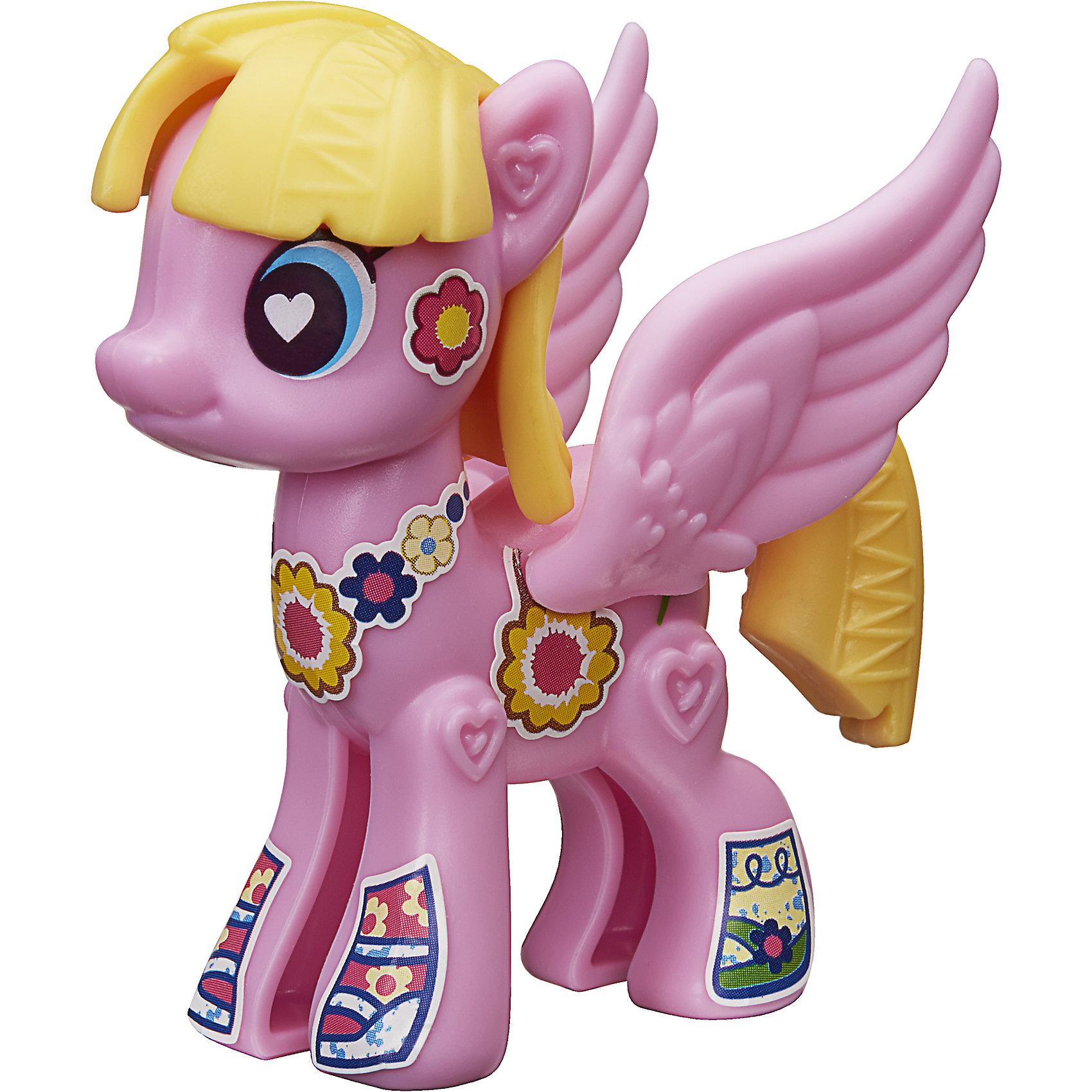 Игровой набор Hasbro My little Pony Создай свою пони, Мидоу ФлауерЛюбимые герои<br>Характеристики товара:<br><br>• возраст: от 4 лет;<br>• материал: пластик;<br>• в комплекте: фигурка пони, аксессуары;<br>• размер упаковки: 20,5х14,9х16,2 см;<br>• вес упаковки: 65 гр.;<br>• страна производитель: Китай.<br><br>Игровой набор «Создай свою пони» My Little Pony создан по мотивам известного мультсериала. В наборе фигурка пони и аксессуары для придания пони стильного образа. Наклейками можно украсить пони, проявив фантазию. <br><br>Игровой набор «Создай свою пони» My Little Pony Hasbro B3592/B5107можно приобрести в нашем интернет-магазине.<br><br>Ширина мм: 205<br>Глубина мм: 162<br>Высота мм: 149<br>Вес г: 65<br>Возраст от месяцев: 48<br>Возраст до месяцев: 2147483647<br>Пол: Женский<br>Возраст: Детский<br>SKU: 6674419