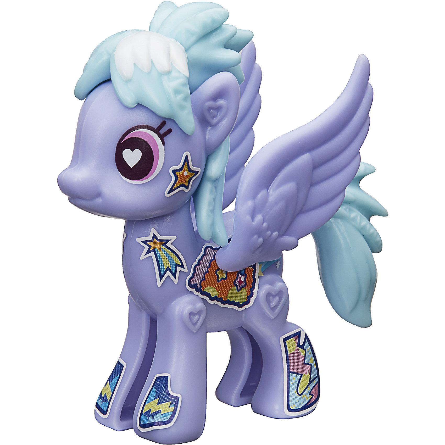 Игровой набор Hasbro My little Pony Создай свою пони, Клауд ЧейзерЛюбимые герои<br>Характеристики товара:<br><br>• возраст: от 4 лет;<br>• материал: пластик;<br>• в комплекте: фигурка пони, аксессуары;<br>• размер упаковки: 20,5х14,9х16,2 см;<br>• вес упаковки: 65 гр.;<br>• страна производитель: Китай.<br><br>Игровой набор «Создай свою пони» My Little Pony создан по мотивам известного мультсериала. В наборе фигурка пони и аксессуары для придания пони стильного образа. Наклейками можно украсить пони, проявив фантазию.<br><br>Игровой набор «Создай свою пони» My Little Pony Hasbro B3592/B5108 можно приобрести в нашем интернет-магазине.<br><br>Ширина мм: 205<br>Глубина мм: 162<br>Высота мм: 149<br>Вес г: 65<br>Возраст от месяцев: 48<br>Возраст до месяцев: 2147483647<br>Пол: Женский<br>Возраст: Детский<br>SKU: 6674420