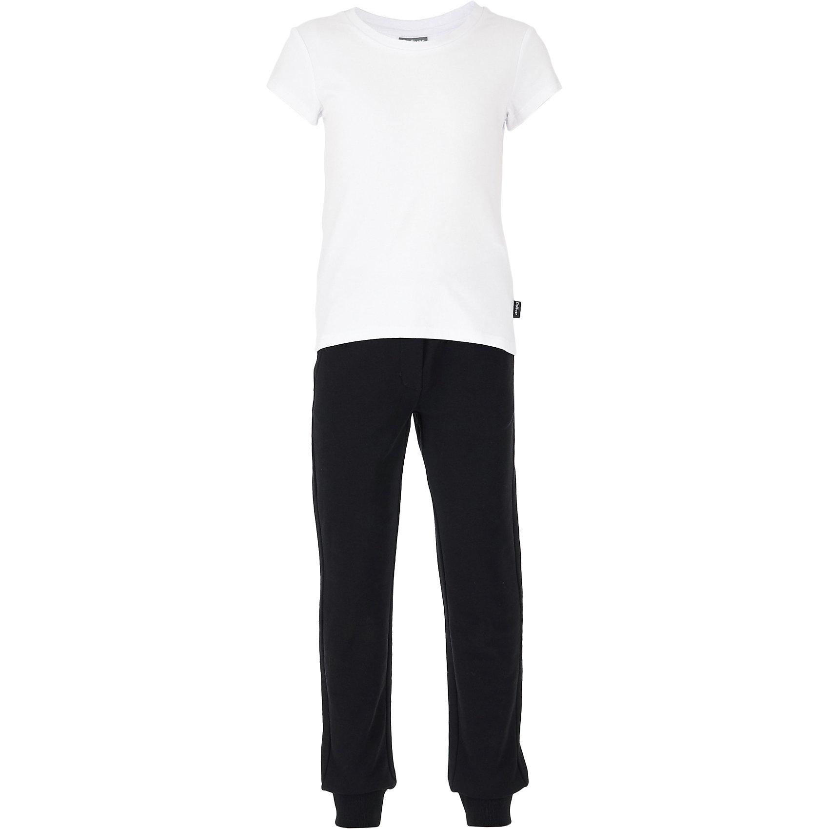 Комплект: футболка, брюки и мешок для девочки GulliverКомплекты<br>Белый верх, черный низ - готовое решение для занятий физкультурой и спортом. Школьная спортивная форма прекрасно сидит, элегантно выглядит и, главное, соответствует всем требованиям учебных заведений! Великолепное хлопчатобумажное трикотажное полотно с небольшим содержанием эластана красиво облегает фигуру, не сковывая движений. Удобная фирменная упаковка не позволяет затеряться футболке и брюкам в школьной раздевалке. Этот набор для физкультуры может служить оригинальным подарком ученице к новому учебному году.<br>Состав:<br>Футболка:             95% хлопок            5% эластан           Брюки:                    95% хлопок             5% эластан                  Мешочек:              100% хлопок<br><br>Ширина мм: 215<br>Глубина мм: 88<br>Высота мм: 191<br>Вес г: 336<br>Цвет: белый<br>Возраст от месяцев: 168<br>Возраст до месяцев: 180<br>Пол: Женский<br>Возраст: Детский<br>Размер: 170,122,128,134,140,146,152,158,164<br>SKU: 6678978