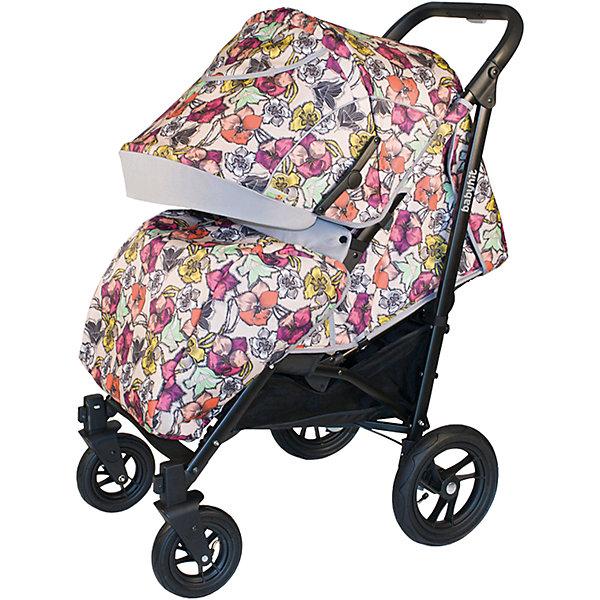 Коляска-трость Baby Hit Drive Flowers на черной рамеКоляски-трости более 7 кг.<br>Характеристики коляски<br><br>Прогулочный блок:<br><br>• спинка опускается почти до положения лежа, угол наклона 160 градусов;<br>• регулируемая подножка, 2 положения;<br>• съемный защитный бампер, мягкий паховый ограничитель;<br>• капюшон «батискаф», опускается почти до бампера;<br>• на капюшоне имеется сетчатое смотровое окошко под клапаном, карман для мелочей;<br>• материал: пластик, полиэстер;<br>• длина спального места: 80 см;<br>• ширина сиденья: 36 см;<br>• глубина сиденья: 24 см;<br>• высота спинки: 46 см.<br><br>Рама коляски:<br><br>• надувные колеса, разный диаметр на передней и задней оси;<br>• передние поворотные колеса с фиксацией;<br>• наличие амортизаторов;<br>• тип тормоза: ножной;<br>• тип складывания: трость, фиксатор от раскладывания, ручка для переноски коляски;<br>• коляска складывается вместе с прогулочным блоком;<br>• материал: алюминий, пластик, колеса – ПВХ;<br>• диаметр колес: 18 см, 25 см.<br><br>Размер коляски: 105х85х56 см<br>Размер коляски в разложенном виде: 110х36х38 см<br>Вес коляски: 10,5 кг<br>Размер упаковки: 94х30х21 см<br>Вес в упаковке: 12,6 кг<br><br>Дополнительная комплектация:<br><br>• чехол на ножки;<br>• дождевик;<br>• москитная сетка;<br>• корзина для покупок;<br>• насос;<br>• инструкция.<br><br>ВНИМАНИЕ!!! Второе и последующие фото показывают функционал товара. Первое фото является оригинальным.<br><br>Прогулочную коляску DRIVE-FLOWERS, Babyhit, цветы, чёрная рама можно купить в нашем интернет-магазине.<br><br>Ширина мм: 300<br>Глубина мм: 210<br>Высота мм: 940<br>Вес г: 12600<br>Возраст от месяцев: 7<br>Возраст до месяцев: 36<br>Пол: Унисекс<br>Возраст: Детский<br>SKU: 6725325