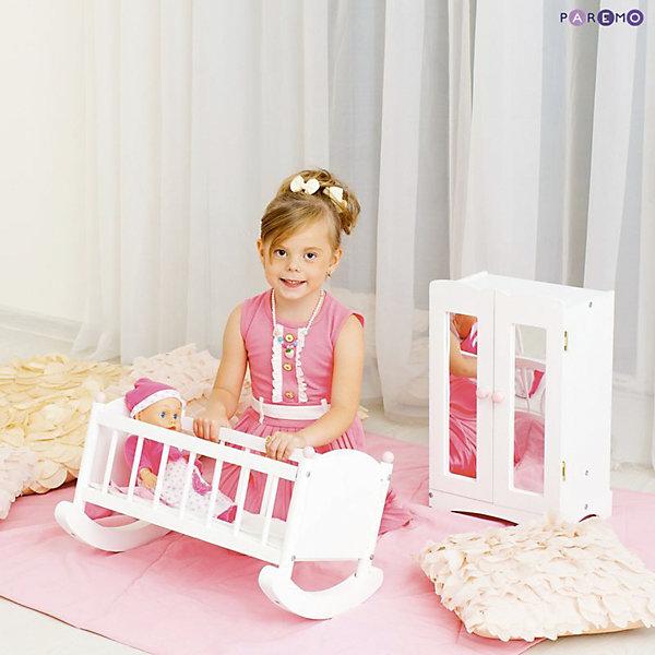 Набор кукольной мебели Шкаф+люлька, белый, PAREMOМебель для кукол<br>Характеристики товара:<br><br>• возраст: от 3 лет;<br>• материал: дерево, МДФ, текстиль;<br>• в комплекте: кровать, матрас, подушка, одеяло, шкаф;<br>• подходит для кукол высотой до 55 см;<br>• размер кровати: 60х31х29 см;<br>• размер шкафа: 30х48х22 см;<br>• размер упаковки: 65х35х15 см;<br>• вес упаковки: 4 кг;<br>• страна производитель: Россия.<br><br>Набор кукольной мебели Paremo белый включает в себя кроватку-люльку и шкафчик. Набор подойдет для кукол до 55 см. С ним девочка будет устраивать разнообразные игры вместе с любимой куклой. Вечером девочка будет укладывать куколку спать в кроватку. <br><br>Благодаря полозьям кроватку можно покачать, чтобы кукла быстрее уснула. Для хранения одежды и вещей в шкафчике имеются 6 вешалок и полка. Двери шкафа открываются. Мебель изготовлена из натурального дерева, не имеет острых опасных элементов.<br><br>Набор кукольной мебели Paremo белый можно приобрести в нашем интернет-магазине.<br>Ширина мм: 650; Глубина мм: 350; Высота мм: 150; Вес г: 4000; Возраст от месяцев: 36; Возраст до месяцев: 2147483647; Пол: Женский; Возраст: Детский; SKU: 6725407;