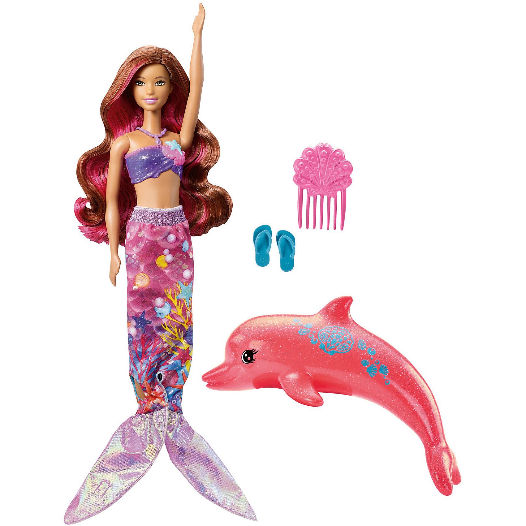 Русалка-трансформер Barbie из серии «Морские приключения»Куклы-модели<br>Характеристики товара:<br><br>• возраст: от 3 лет<br>• материал: пластик;<br>• высота куклы: 28-30 см<br>• аксессуары в комплекте<br>• размер упаковки: 32,5X23X6 см<br>• страна бренда: США<br><br>Воплоти магию «Barbie и Волшебные Дельфины»™ в жизнь вместе с роскошной трансформирующейся куклой Barbie®! Кукла Barbie® легко превращается в?русалочку с помощью своего наряда 2-в-1. <br><br>Просто преврати тропическое платье в наряд русалки, потянув вниз рукава. Платье и хвост украшены великолепными изображениями океана. Для большего эффекта нанеси теплую воду на ее топ и?плавники. Они изменят цвет со сверкающего фиолетового на синий. <br><br>Помоги ей исследовать глубины вместе с другом-дельфином. Красивый коралловый дельфин может брызгаться водой!<br><br>Русалку-трансформер Barbie из серии «Морские приключения» можно купить в нашем интернет-магазине.<br><br>Ширина мм: 325<br>Глубина мм: 231<br>Высота мм: 63<br>Вес г: 298<br>Возраст от месяцев: 36<br>Возраст до месяцев: 72<br>Пол: Женский<br>Возраст: Детский<br>SKU: 6739678