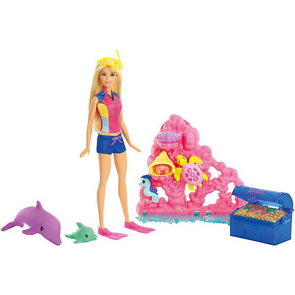 Игровой набор Barbie из серии «Морские приключения»Barbie<br>Характеристики товара:<br><br>• возраст: от 3 лет<br>• материал: пластик;<br>• высота куклы: 28-30 см;<br>• размер упаковки: 31X31X7 см;<br>• страна бренда: США<br>• страна изготовоитель: Китай<br><br>Barbie® надела яркий плавательный костюм и готова исследовать сверкающий розовый риф со множеством сюрпризов! Активируй специальный механизм на ?рифе, чтобы увидеть, как краб появляется из своего убежища и вновь прячется, фиолетовая устрица открывает и закрывает свои створки, показывая жемчужину. <br><br>Найди золотые монеты в сундуке с сокровищами. Подружись с?обитателями рифа! Тебя ждут дельфин и дельфиненок, морской конек-единорог и морская черепаха. Каждая игрушка раскрашена в яркие цвета и украшена уникальными деталями.<br><br>Игровой набор Barbie из серии «Морские приключения» можно купить в нашем интернет-магазине.<br><br>Ширина мм: 401<br>Глубина мм: 332<br>Высота мм: 83<br>Вес г: 814<br>Возраст от месяцев: 36<br>Возраст до месяцев: 72<br>Пол: Женский<br>Возраст: Детский<br>SKU: 6739686