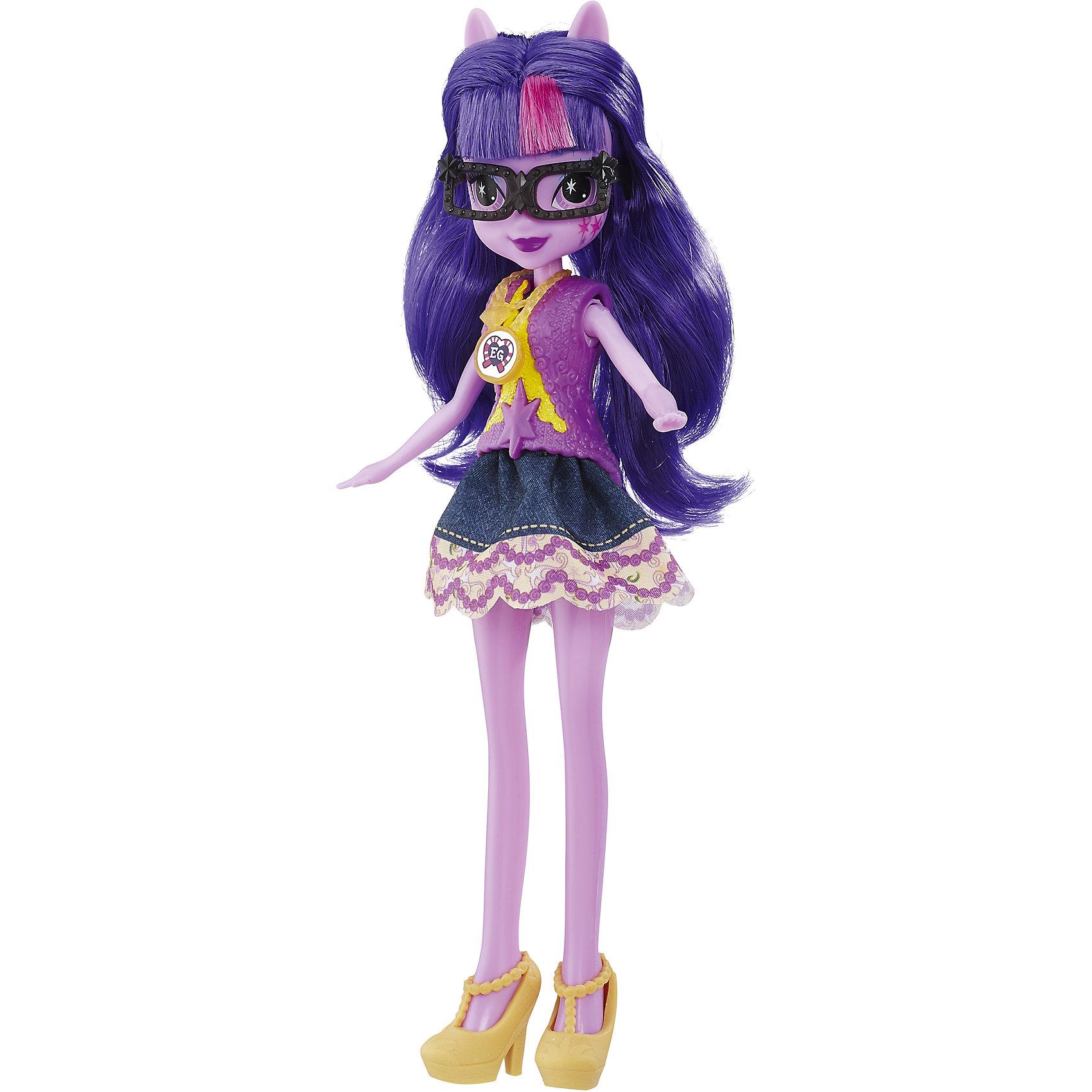 Кукла Легенда Вечнозеленого леса, B6476/B7522, My little Pony, HasbroКуклы-модели<br>Характеристики:<br><br>• возраст: от 5 лет;<br>• материал: пластик;<br>• в комплекте: кукла, наряд, ожерелье;<br>• высота куклы: 22 см;<br>• размер упаковки: 33,5х14х5 см;<br>• вес упаковки: 200 гр.;<br>• страна производитель: Китай.<br><br>Кукла «Легенда Вечнозеленого леса» Hasbro — героиня известного мультсериала «Мой маленький пони. Девочки из Эквестрии» Спаркл. Она одета в фиолетовое платье. У куклы выразительные глаза, фиолетовая кожа и длинные мягкие фиолетовые волосы. Дополняет образ Спаркл необычное ожерелье. На ожерелье имеется код, который поможет разблокировать увлекательную игру в приложении Equestria Girls.<br><br>Куклу «Легенда Вечнозеленого леса» Hasbro можно приобрести в нашем интернет-магазине.<br><br>Ширина мм: 50<br>Глубина мм: 140<br>Высота мм: 335<br>Вес г: 200<br>Возраст от месяцев: 60<br>Возраст до месяцев: 2147483647<br>Пол: Женский<br>Возраст: Детский<br>SKU: 6753135