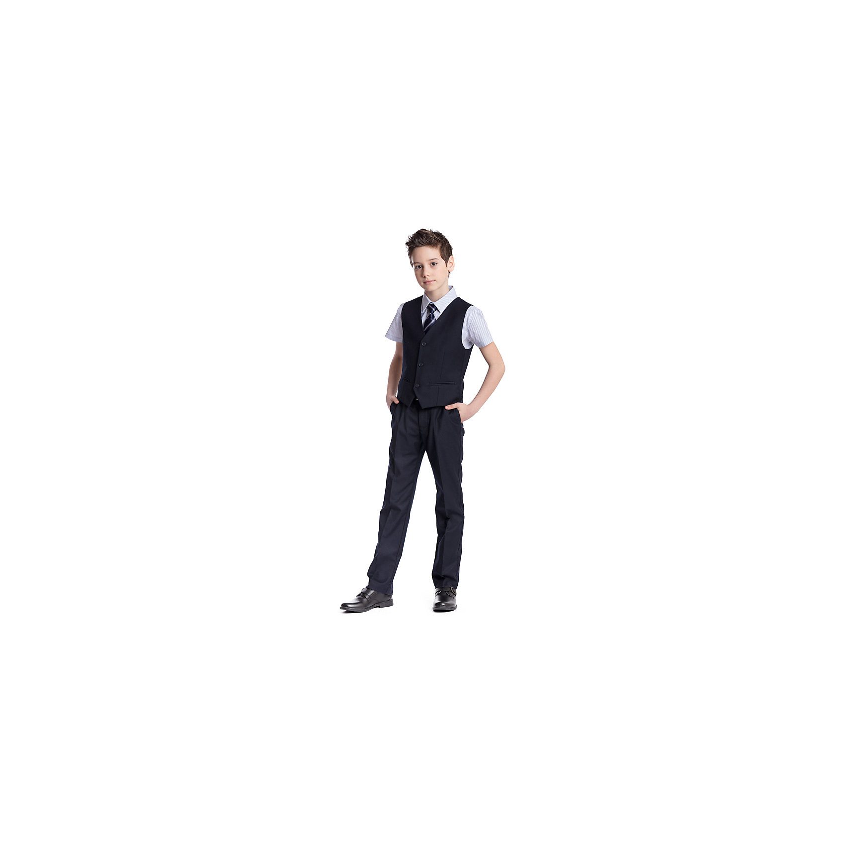 Комплект  для мальчика: брюки, жилет ScoolКостюмы и пиджаки<br>Комплект  для мальчика: брюки, жилет Scool<br>Удобный практичный комплект из жилета и брюк в деловом стиле сможет быть как школьной формой, так и одеждой для официальных мероприятий.  Лекало этой модели полностью повторяет лекало модели для взрослого мужчины. Регулируемый ремешок на спинке жилета позволяет изделию хорошо сесть по фигуре. Брюки со стрелками; на внутренней стороне пояса предусмотрена регулировка по талии за счет удобной резинки на пуговицах.Преимущества: Жилет на подкладке из атласной тканиБрюки со шлевками, при необходимости можно использовать ремень<br>Состав:<br>Верх: 65% полиэстер, 35% вискоза, Подкладка: 65% полиэстер 35% вискоза<br><br>Ширина мм: 215<br>Глубина мм: 88<br>Высота мм: 191<br>Вес г: 336<br>Цвет: синий<br>Возраст от месяцев: 156<br>Возраст до месяцев: 168<br>Пол: Мужской<br>Возраст: Детский<br>Размер: 164,122,128,134,140,146,152,158<br>SKU: 6754399