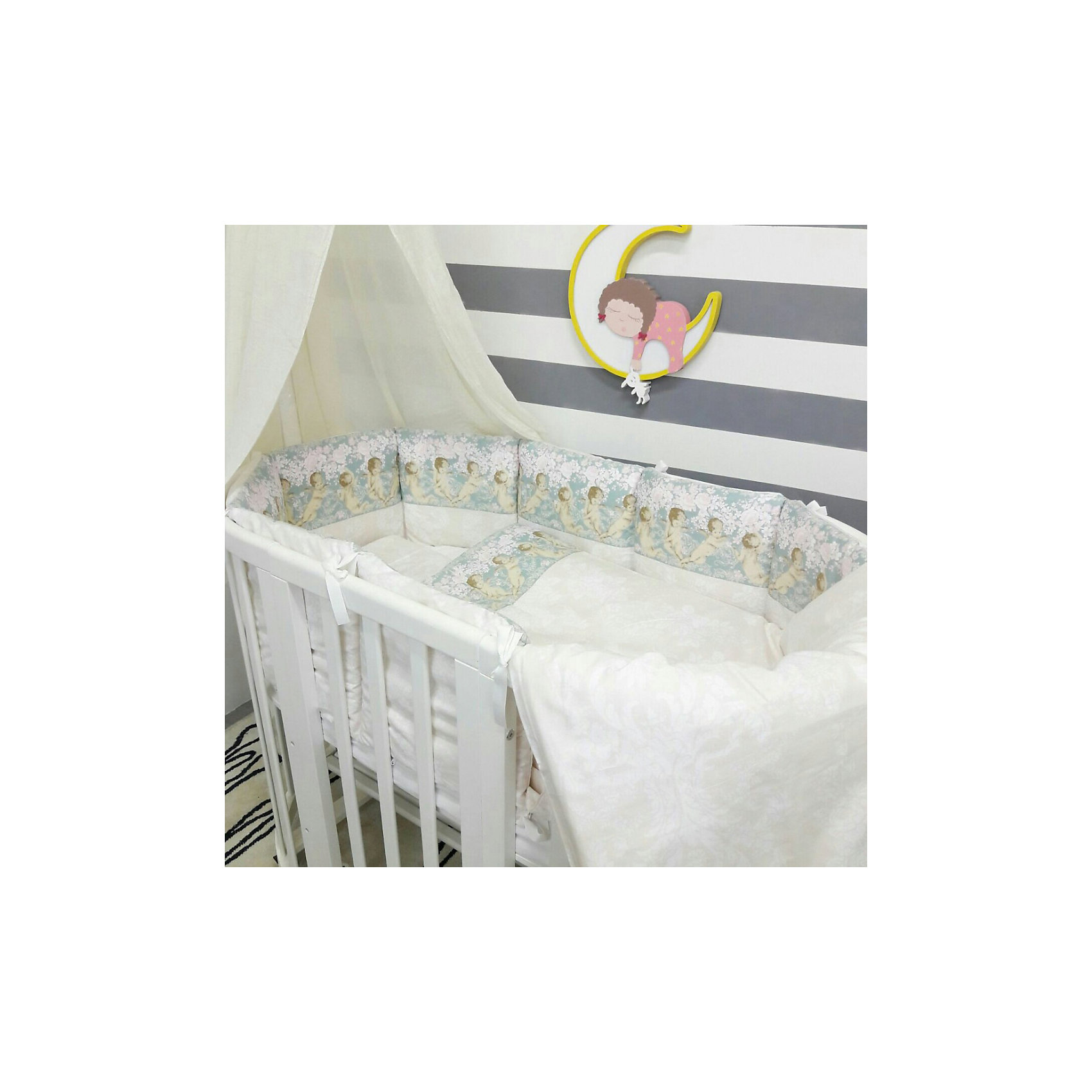 Постельное белье для круглых кроваток Ангелы, 7 предм., by TwinzКроватки<br>Характеристики:<br><br>• Материал: хлопок, 100% <br>• Тематика рисунка: ангелы<br>• Комплектация: <br> пододеяльник 105*145 см – 1 шт. <br> одеяло на холлофайбере 100*140 см – 1 шт. <br> простынь на резинке 70*80 см – 1 шт. <br> простынь на резинке 70*120 см – 1 шт. <br> наволочка 36*46 см – 1 шт. <br> подушка на холлофайбере 35*45 см – 1 шт. <br> бортики в виде подушек с завязками – 10 шт.<br>• Вес комплекта: 3 кг<br>• Размеры упаковки (Д*В*Ш): 58*58*18 см<br>• Особенности ухода: машинная стирка на щадящем режиме <br><br>Постельное белье представляет собой расширенную комплектацию – одеяло и подушка, пододеяльник, простыни и наволочка, бортики. Размеры изделий предназначены для детской кроватки круглой или овальной формы. <br><br>Постельное белье изготовлено из натурального хлопка, который обеспечивает комфорт и удобство для сна. Натуральная ткань обладает высокими гигиеническими свойствами и повышенной износоустойчивостью.<br><br>Предусмотренные на простыни резинка и застежка на пододеяльнике позволяют изделиям надежно фиксироваться. В комплекте предусмотрены бортики в виде подушек, которые оснащены съемными наволочками с завязками. Постельное белье для круглых кроваток Ангелы, 7 предм., by Twinz выполнено в брендовом дизайне с принтом из ангелов.<br><br>Постельное белье Ангелы, 3 предм., by Twinz можно купить в нашем интернет-магазине.<br><br>Ширина мм: 580<br>Глубина мм: 580<br>Высота мм: 180<br>Вес г: 3000<br>Возраст от месяцев: 0<br>Возраст до месяцев: 36<br>Пол: Унисекс<br>Возраст: Детский<br>SKU: 6765393