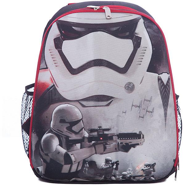 Рюкзак школьный Звездные войны формованныйШкольные рюкзаки<br>Характеристики:<br><br>• вес: 900 г.;<br>• размер: 37х31.5х17см.;<br>• материал: полиэстер, нейлон;<br>• цвет: красный, белый, чёрный;<br>• для детей от: 6 лет;<br>• страна производитель: Китай.<br><br>Этот вместительный рюкзак, выполненный в стиле звёздные войны от бренда CENTRIUM (Центриум), придёт по вкусу фанатам знаменитой саги. Рюкзак оснащён 2-мя большими отделениями, в которые легко можно положить книги форматом А4, что является очень важной функцией для школьного рюкзака. Также на нем располагаются два дополнительных боковых кармана. Ребёнок сможет взять с собой в школу, например, бутылку воды или любой другой жидкости, а также положить в эти карманы небольшие предметы. <br><br>Данный рюкзак будет обеспечивать безопасность ребёнка в тёмное время суток, так как он оснащён светоотражателями. <br><br>Главной особенностью такого портфеля является жёсткая спинка, которая правильно и равномерно распределяет нагрузку на спину ребёнка. Дополнительный комфорт использования этого рюкзака заключается в его широких лямках, которые можно регулировать. Петля, находящаяся в верней части рюкзака, поможет ребёнку повесить его на специальный крючок, что сохранит его более чистым долгое время. Такой портфель выполнен из прочных материалов. <br><br>Рюкзак Звёздные войны можно купить в нашем интернет-магазине.<br>Ширина мм: 170; Глубина мм: 315; Высота мм: 370; Вес г: 900; Возраст от месяцев: 72; Возраст до месяцев: 2147483647; Пол: Мужской; Возраст: Детский; SKU: 6842107;