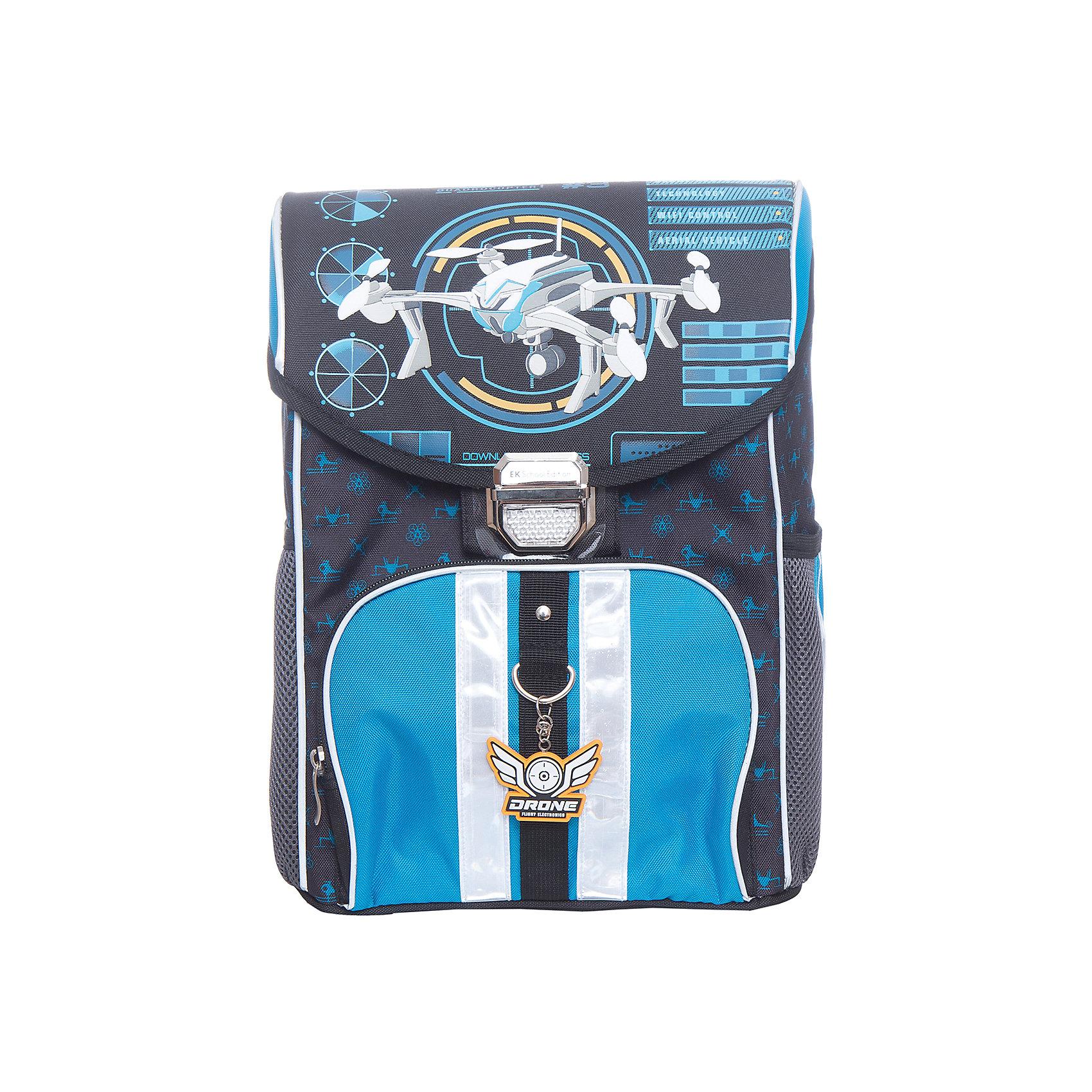 Ранец Erich Krause с эргономичной спинкой QuadrocoptersРанцы<br>Характеристики товара:<br><br>• серия: Generic<br>• коллекция: Quadrocopters<br>• цвет: черный, синий<br>• для начальной школы<br>• для девочек<br>• материал: полиэстер, пластик<br>• спинка: ортопедическая<br>• размер изделия: 36х28х17 см<br>• вес в кг: 680гр<br>• страна бренда: Германия<br>• страна изготовитель: Китай<br><br>Школьный ранец Erich Krause Generic весом всего в 680 грамм обеспечивает комфортное ношение рюкзака в школе.<br><br>Эргономичная спинка не позволяет неокрепшему позвоночнику деформироваться. Несмотря на свой маленький вес, объема хватает, чтобы положить внутрь все школьные принадлежности.<br><br>Просторное отделение разделяется 2 мягкими перегородками для тетрадок, а дополнительные аксессуары помещаются в 3 внешних кармана.<br><br>Дно и боковые части отличаются особопрочной конструкцией, которая защищает ранец от повреждений. Прочный материал выдержит любую погоду. Спинка с сеткой обеспечивает вентиляцию спины и плеч.<br><br>Светоотражающие полосы расположены на переднем кармане, сбоку и на лямках. Они гарантируют видимость на темной дороге.<br><br>Erich Krause Ранец с эргономичной спинкой Quadrocopters можно купить в нашем интернет-магазине.<br><br>Ширина мм: 370<br>Глубина мм: 290<br>Высота мм: 190<br>Вес г: 1125<br>Возраст от месяцев: 72<br>Возраст до месяцев: 96<br>Пол: Мужской<br>Возраст: Детский<br>SKU: 6842754