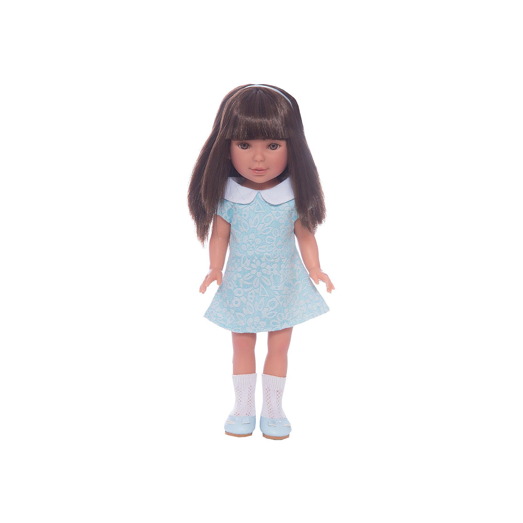 Кукла Паулина, брюнетка с челкой, Лето Оксфорд, Vestida de AzulКлассические куклы<br>Характеристики товара:<br><br>• возраст: от 3 лет;<br>• материал: винил, текстиль;<br>• в комплекте: кукла, платье;<br>• высота куклы: 33 см;<br>• размер упаковки: 40,5х22,5х10,5 см;<br>• вес упаковки: 700 гр.;<br>• страна производитель: Испания.<br><br>Кукла Паулина брюнетка с челкой «Лето Оксфорд» Vestida de Azul одета в голубое платье и туфельки. У Паулины милое личико с большими живыми глазками, щечками с легким румянцем. Густые темные волосы с челкой очень похожи на натуральные. Девочка сможет расчесывать их, укладывать, заплетать, придумывая кукле разнообразные прически.<br><br>Куклу Паулину брюнетка с челкой «Лето Оксфорд» Vestida de Azul можно приобрести в нашем интернет-магазине.<br><br>Ширина мм: 225<br>Глубина мм: 105<br>Высота мм: 405<br>Вес г: 700<br>Возраст от месяцев: 36<br>Возраст до месяцев: 2147483647<br>Пол: Женский<br>Возраст: Детский<br>SKU: 6844335