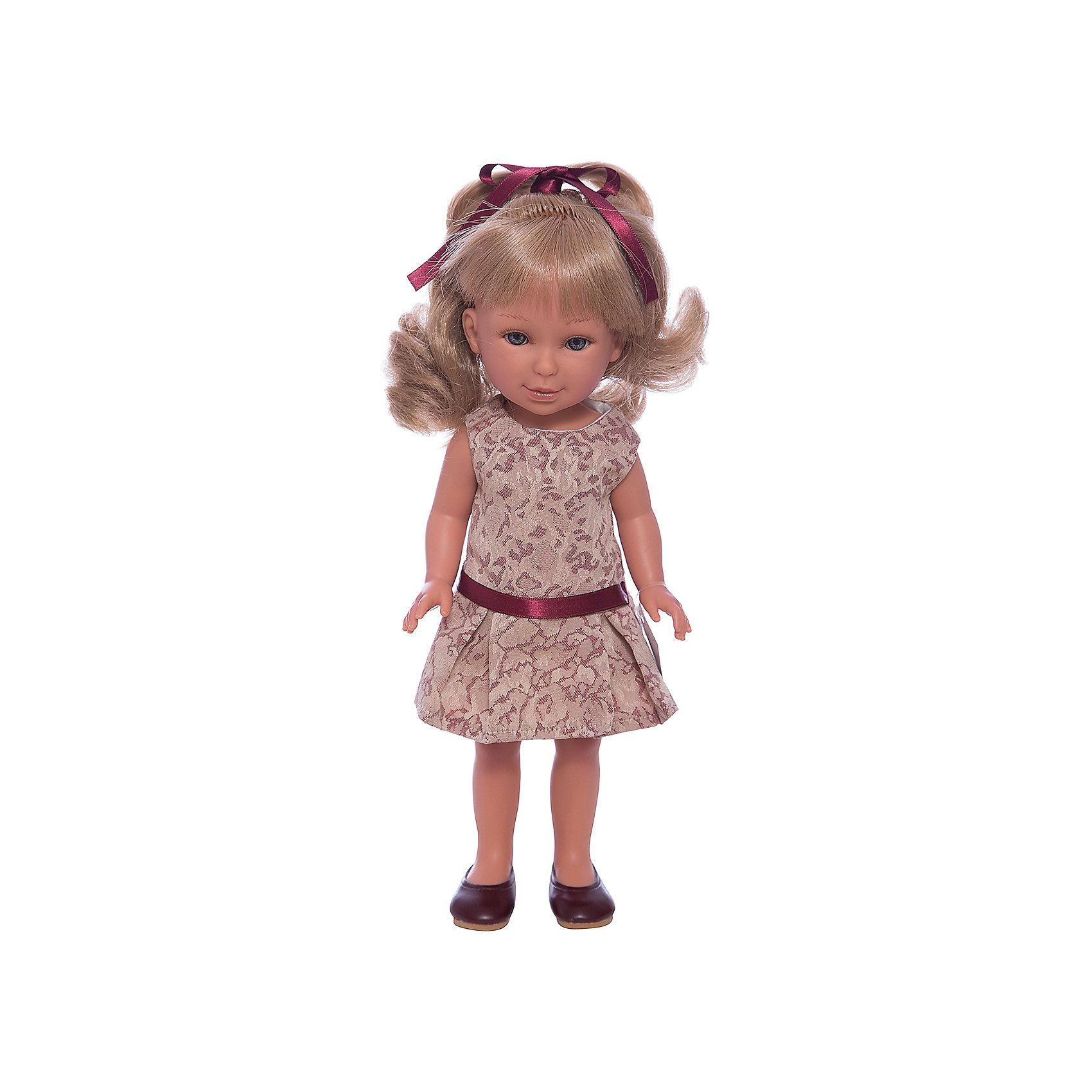 Кукла Паулина, блондинка волнистые волосы, Лето Классика, Vestida de AzulКлассические куклы<br>1. Изящная светловолосая красавица Паулина в модном наряде: симпатичное платье с узором и шоколадные туфли. Элегантный летний образ в классическом стиле поможет сформировать вкус ребенка.<br>2. Личико Паулины очень милое: щечки с легким румянцем, слегка вздернутый носик, пухлые губки и выразительные глаза с длинными ресницами, наклеенными вручную, которые выглядят как настоящие.<br>3. Длинные волнистые волосы куклы густо прошиты и напоминают натуральные. Челка прошита отдельно, а значит всегда будет красиво уложенной. <br>4. Кукла высоко детализирована: очень четко очерченные пальчики, складочки, румянец на щечках, коленках и локтях.<br>5. Кукла изготовлена из плотного гипоаллергенного винила без ароматизаторов, и умеет стоять без поддержи.<br>6. Подвижные руки, ноги и голова для незабываемой реалистичной игры.<br>7. Рост куклы - 33 см.<br><br>Ширина мм: 225<br>Глубина мм: 105<br>Высота мм: 405<br>Вес г: 700<br>Возраст от месяцев: 36<br>Возраст до месяцев: 2147483647<br>Пол: Женский<br>Возраст: Детский<br>SKU: 6844339