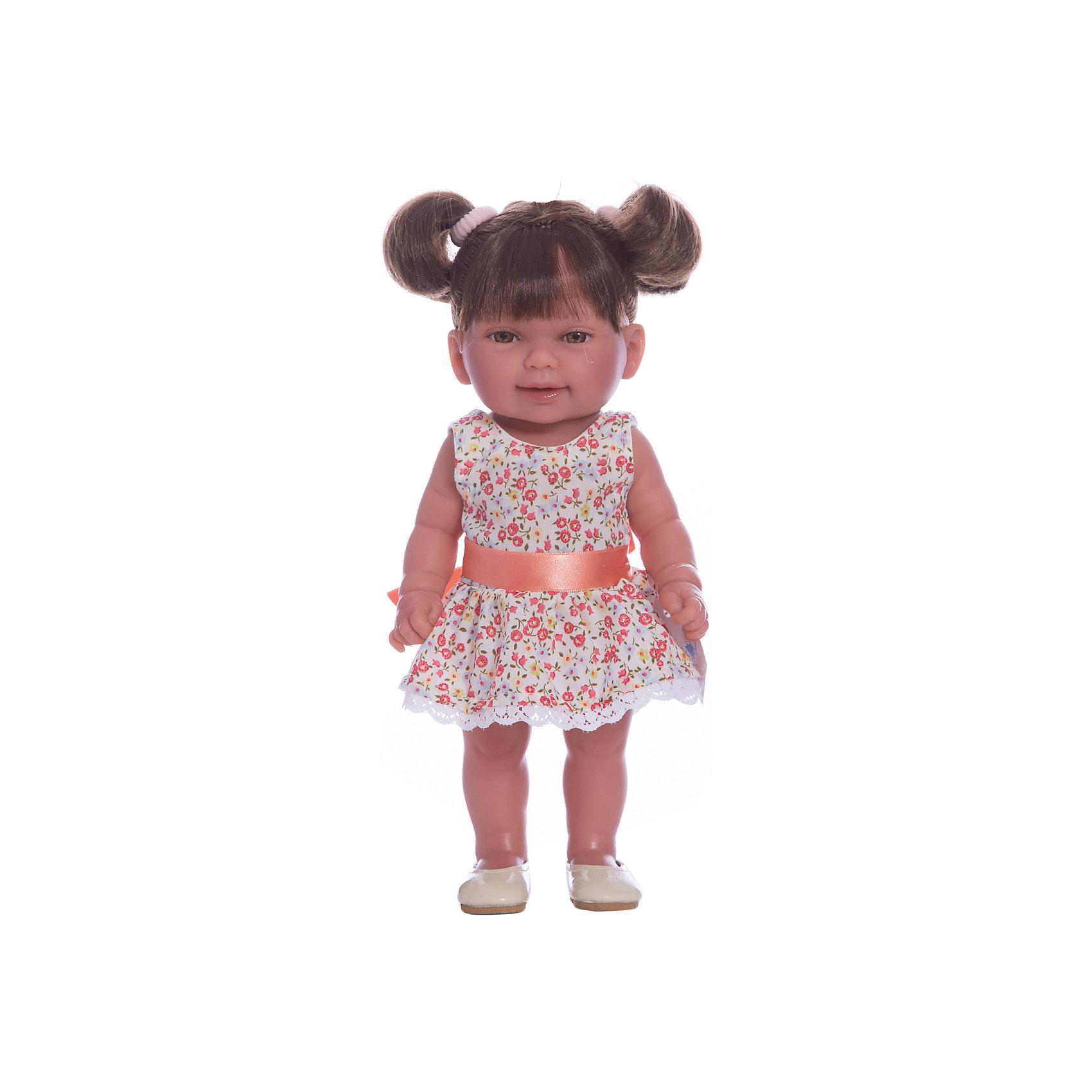 Кукла Кина брюнетка с хвостиками, умеет стоять, серия soft touch, Vestida de AzulКлассические куклы<br>1. Озорная темноволосая кроха Кина – симпатичная малышка, которой на вид около двух лет. Кина одета в летний наряд: цветочное платье с пышной юбкой и бежевые балетки.<br>2. Младенческие складочки на теле, маленькие пальчики, румянец на щечках, ручках и ножках выглядят очень реалистично.<br>3. Личико куклы проработано невероятно точно: приоткрытый ротик, пухлые щечки, выразительные карие глазки и слегка вздернутый носик.<br>4. У девчушки Кины мягкие темные волосы собраны в хвостики. Волосы куклы густо прошиты и напоминают натуральные. Челка прошита отдельно, а значит всегда будет аккуратно уложенной.<br>5. Подвижные голова, руки и ноги для увлекательной и реалистичной игры.<br>6. Кукла изготовлена из высококачественного,  приятного на ощупь бархатистого винила, а также умеет стоять без поддержки в обуви и без нее.<br>7. Высота куклы – 30 см.<br><br>Ширина мм: 380<br>Глубина мм: 120<br>Высота мм: 240<br>Вес г: 650<br>Возраст от месяцев: 36<br>Возраст до месяцев: 2147483647<br>Пол: Женский<br>Возраст: Детский<br>SKU: 6844343