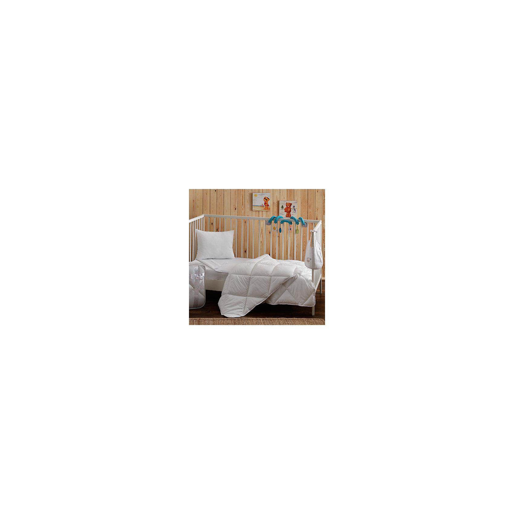 Комплект для новорожденных Casabel (Bebek (одеяло и подушка)), TACДомашний текстиль<br>Характеристики товара: <br><br>• комплектация: одеяло (95х145см), подушка (35х45 см);<br>• материал: микрофибра, силиконовое волокно;<br>• цвет: белый;<br>• страна бренда: Турция;<br>• страна производитель: Турция.<br><br>Этот спальный комплект для новорождённых от турецкого бренда Casabel (Bebek) (Касабель (Бебек)) отлично впишется в интерьер, так как белый цвет подойдет под любые сочетания комнаты. Ткань состоит из мельчайших волокон, что придает мягкость и воздушность изделию. Эти подушка и одеяло будут долго сохранять свою форму благодаря силиконизированным волокнам. <br><br>Материалы, входящие в состав комплекта, гипоаллергенны и не вызывают неприятных ощущений.<br><br>Ткань из микрофибры не боится воды, так как пропускает влагу через себя и выводит её наружу, благодаря этим свойствам ткань легко сушится. Благодаря специальному составу материал не электризуется и способствует улучшению сна ребёнка.<br><br>Такой комплект рекомендуется стирать обычным детским мылом без отдушек.<br><br>Комплект для новорождённых Casabel (Bebek) (Касабель (Бебек)) можно купить в нашем интернет-магазине.<br><br>Ширина мм: 470<br>Глубина мм: 200<br>Высота мм: 400<br>Вес г: 600<br>Возраст от месяцев: 0<br>Возраст до месяцев: 36<br>Пол: Унисекс<br>Возраст: Детский<br>SKU: 6849238